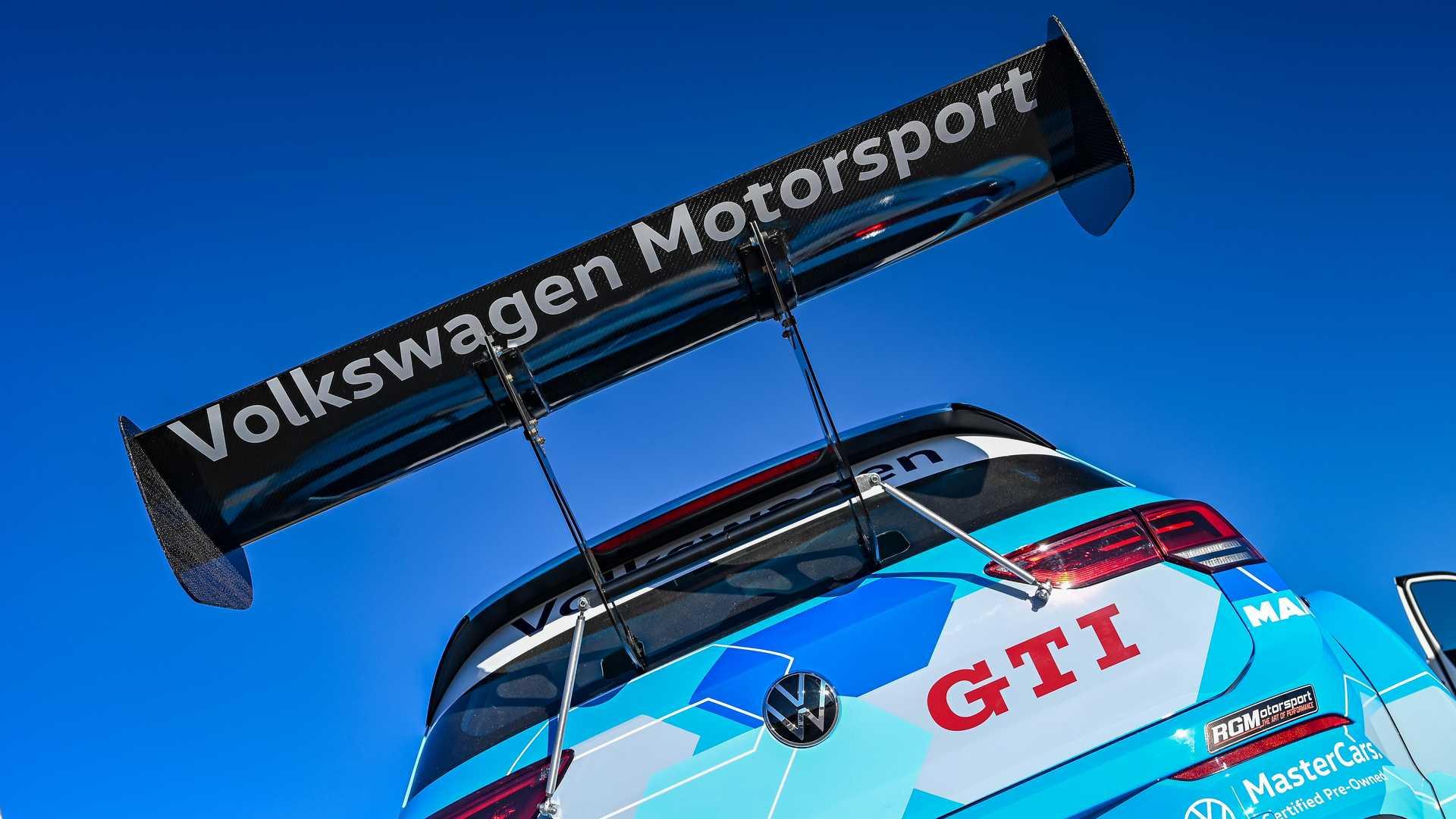 Volkswagen-GTI-GTC-Race-Car-12