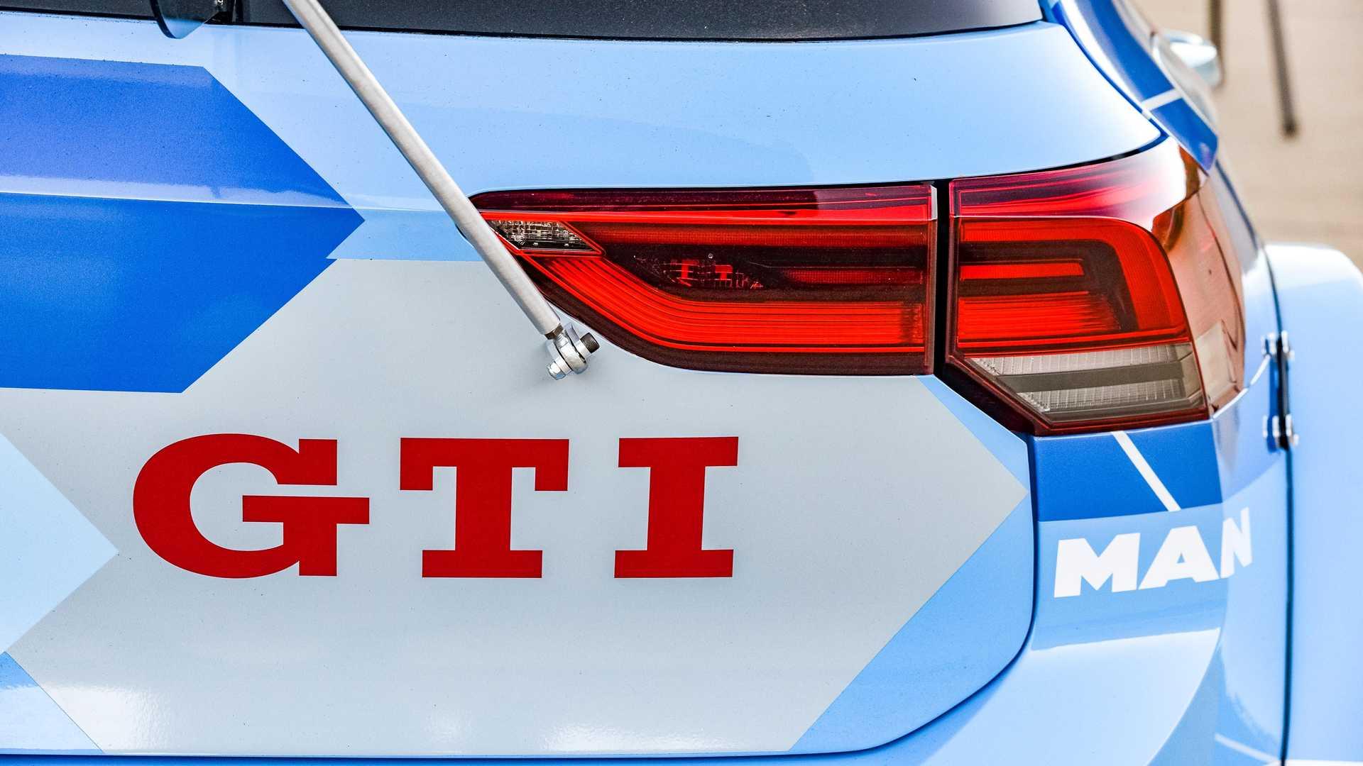 Volkswagen-GTI-GTC-Race-Car-14
