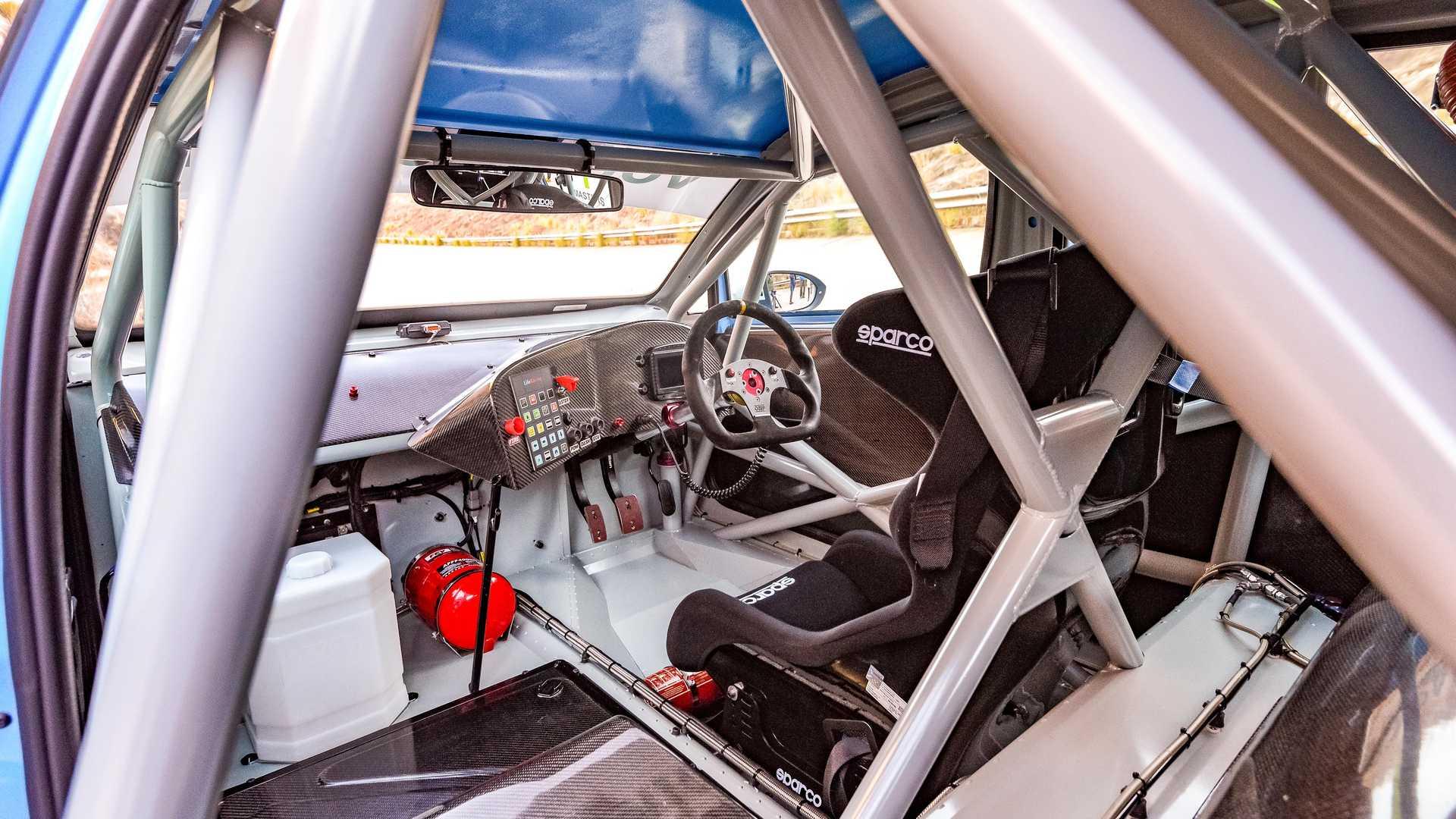 Volkswagen-GTI-GTC-Race-Car-15