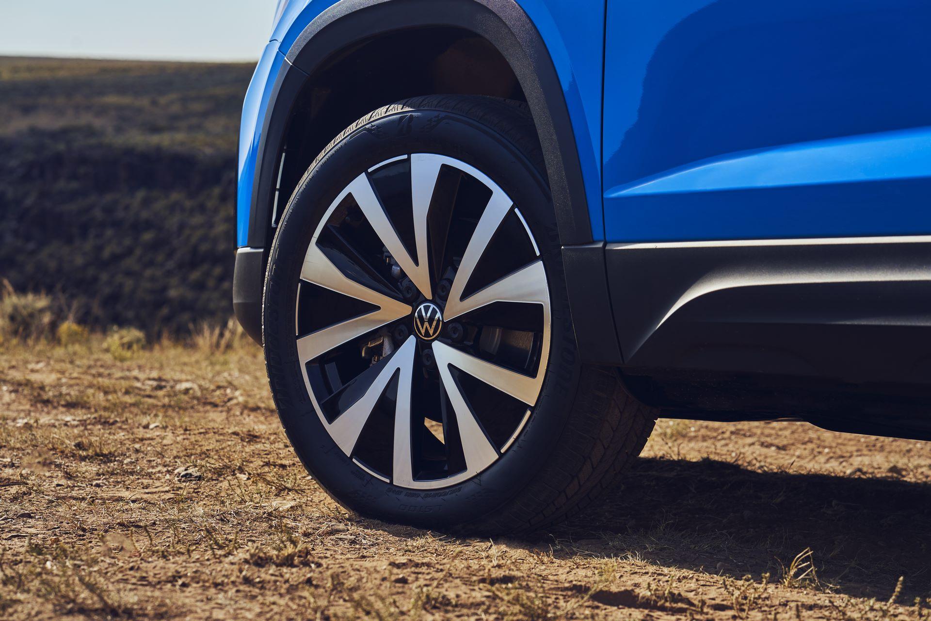 Volkswagen-Taos-2020-21