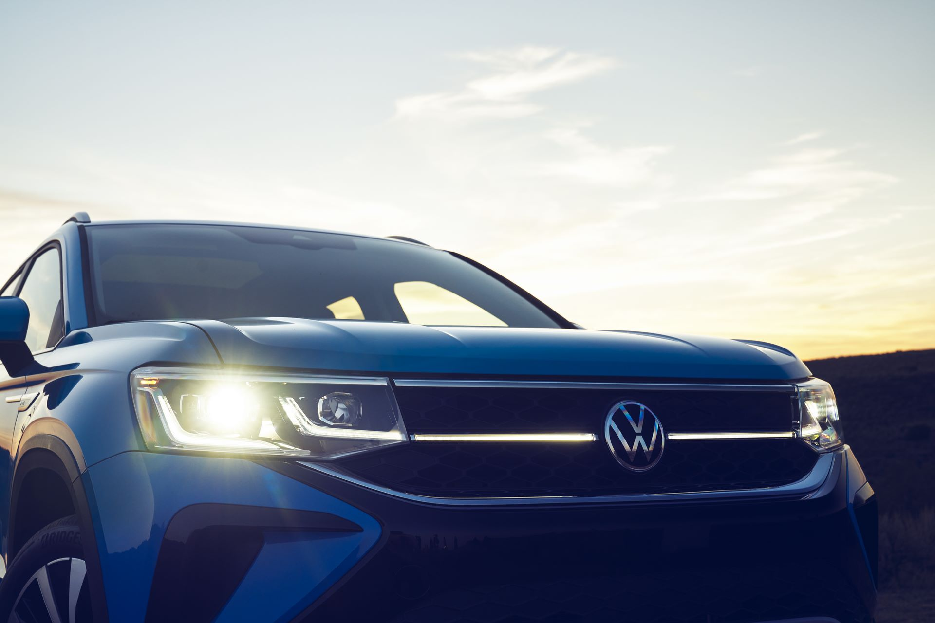 Volkswagen-Taos-2020-23