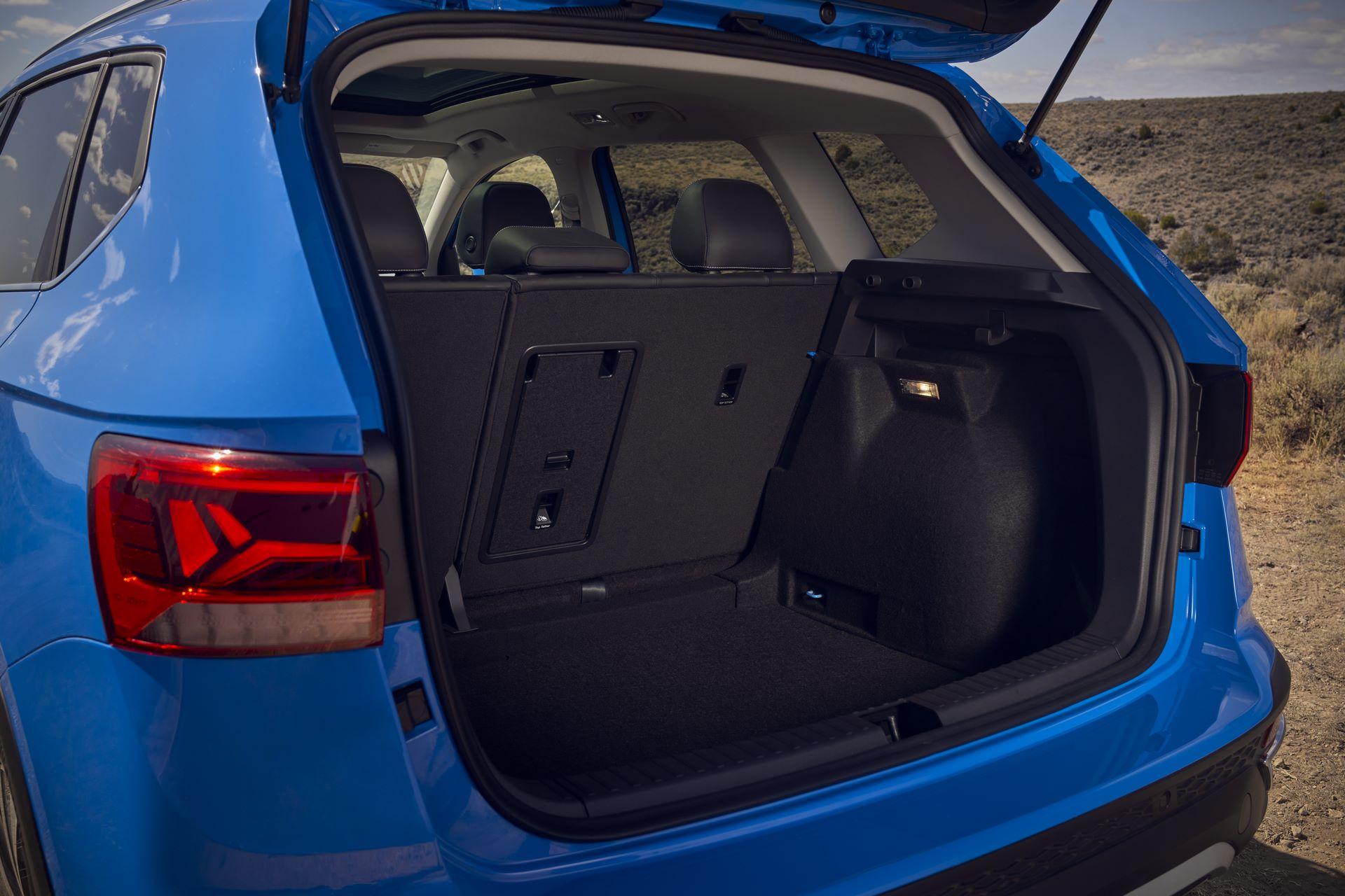 Volkswagen-Taos-2020-30