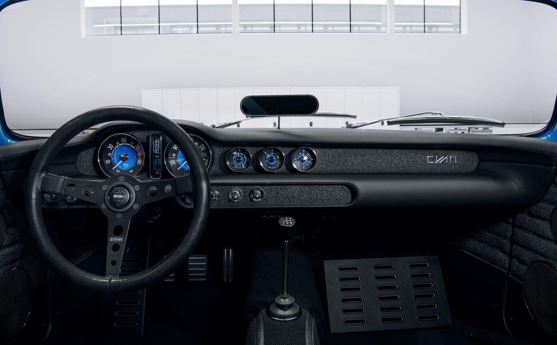 Volvo-P1800-Cyan-40