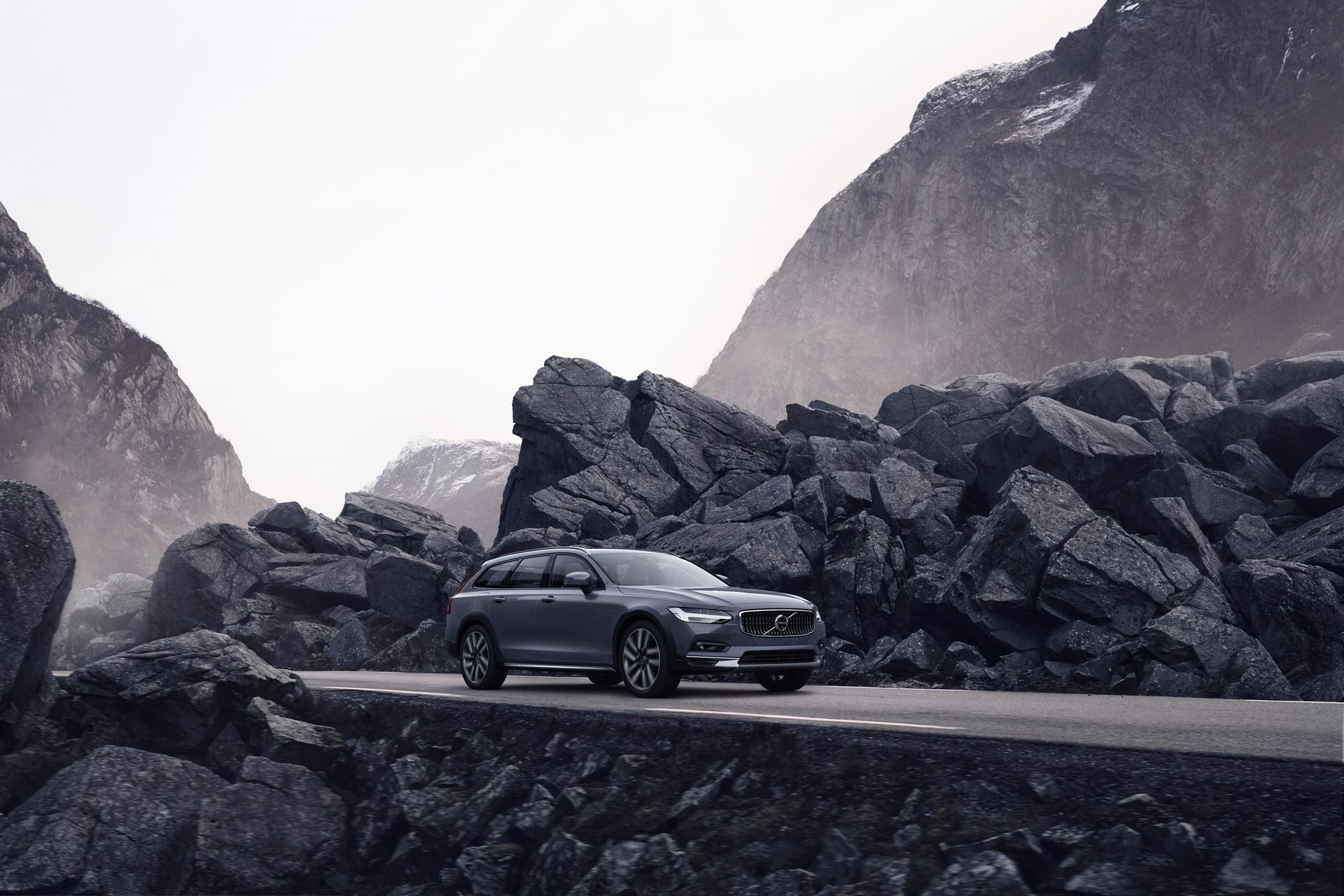 The refreshed Volvo V90 B6 AWD Cross Country