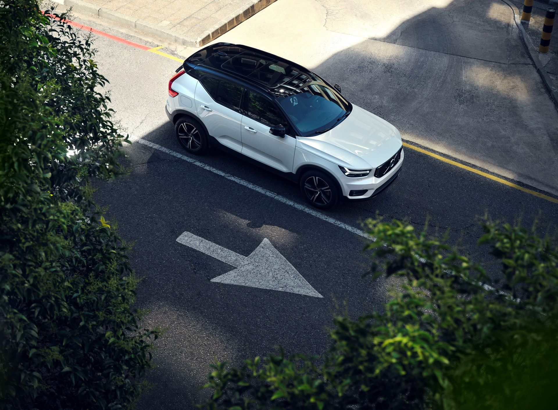 The refreshed Volvo XC40 T5 plug-in hybrid in Crystal White Pearl