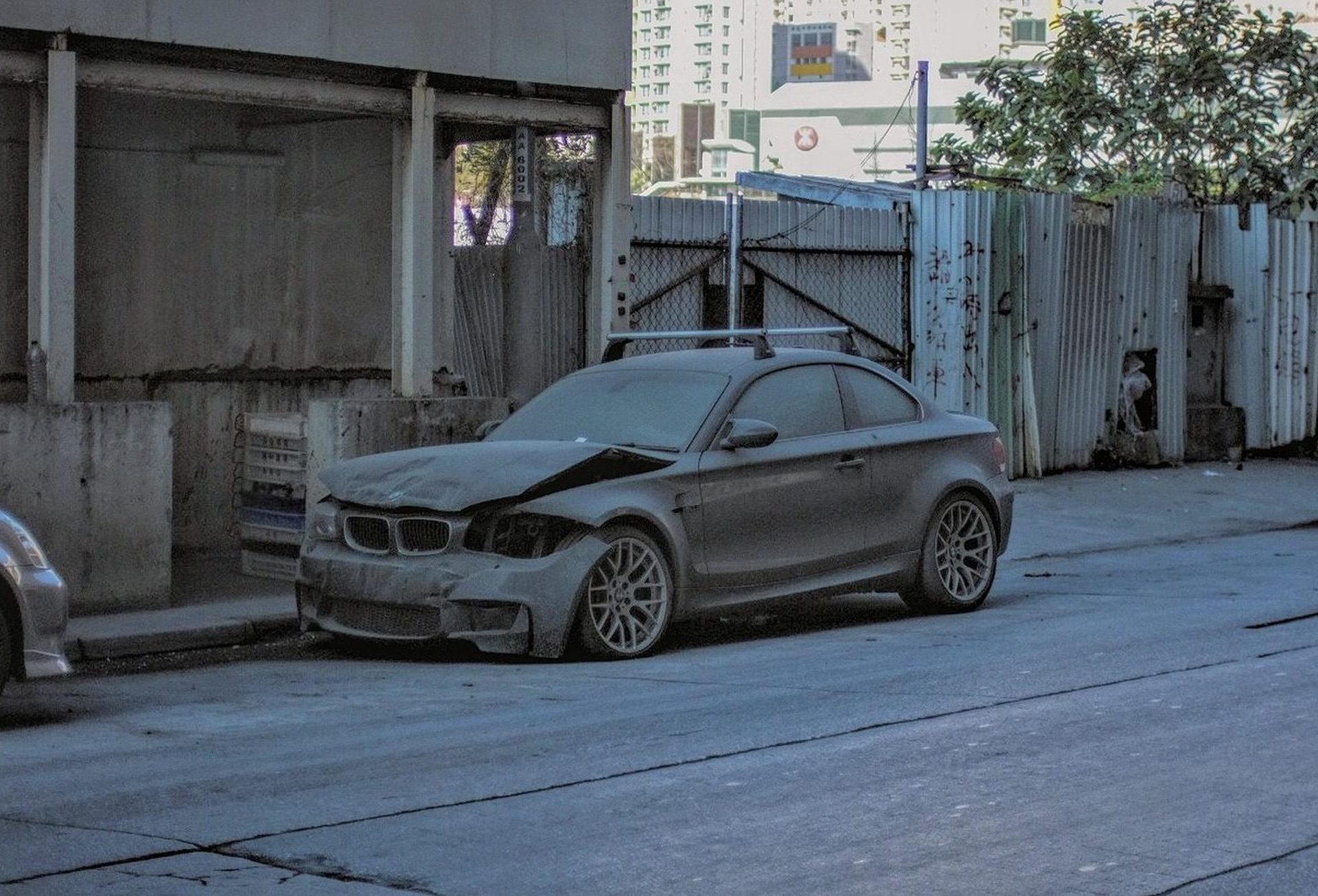 Wrecked_BMW_1M_Coupe_0000