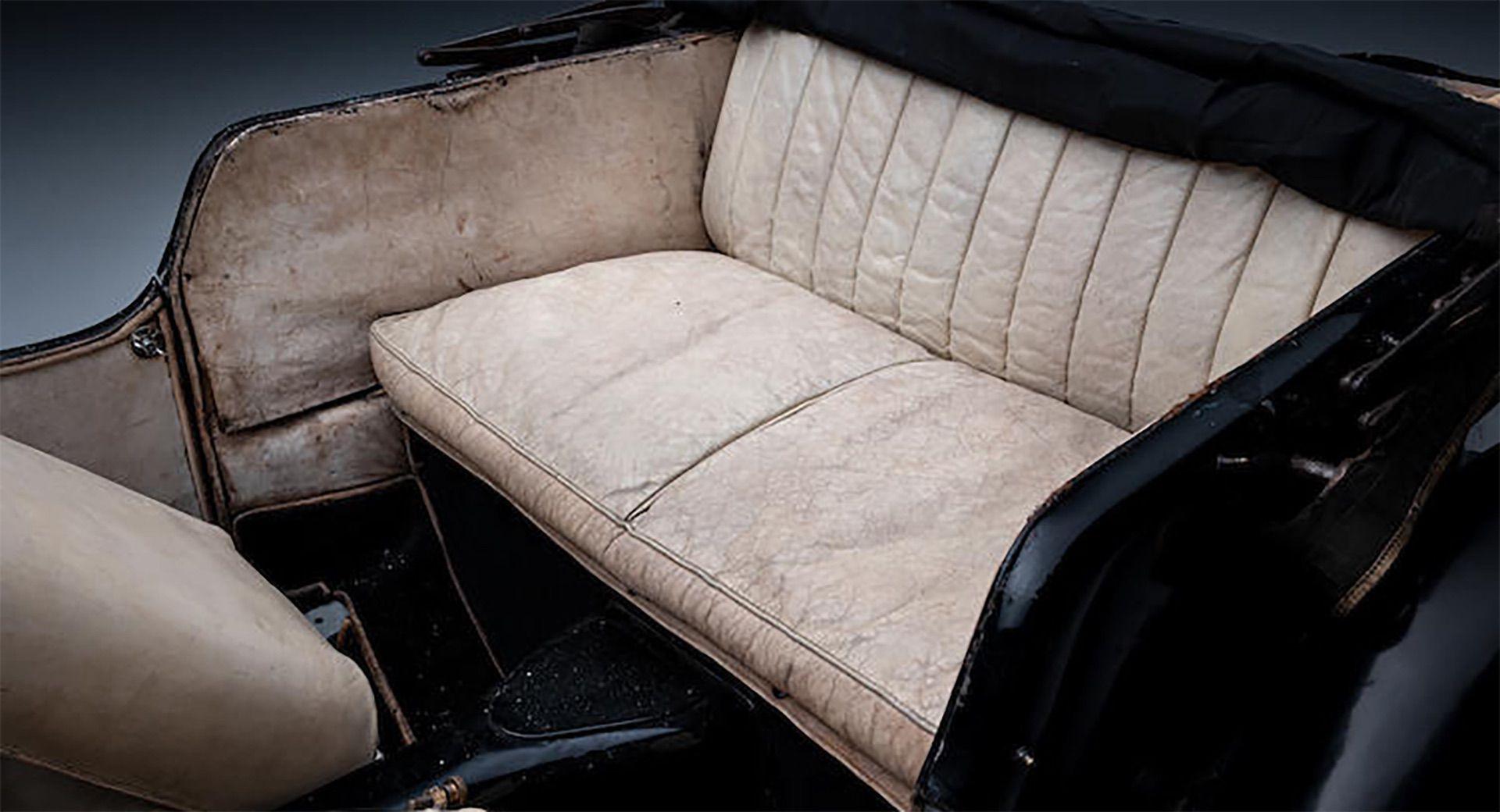 1937_Bugatti_Type_57S_sale_0026