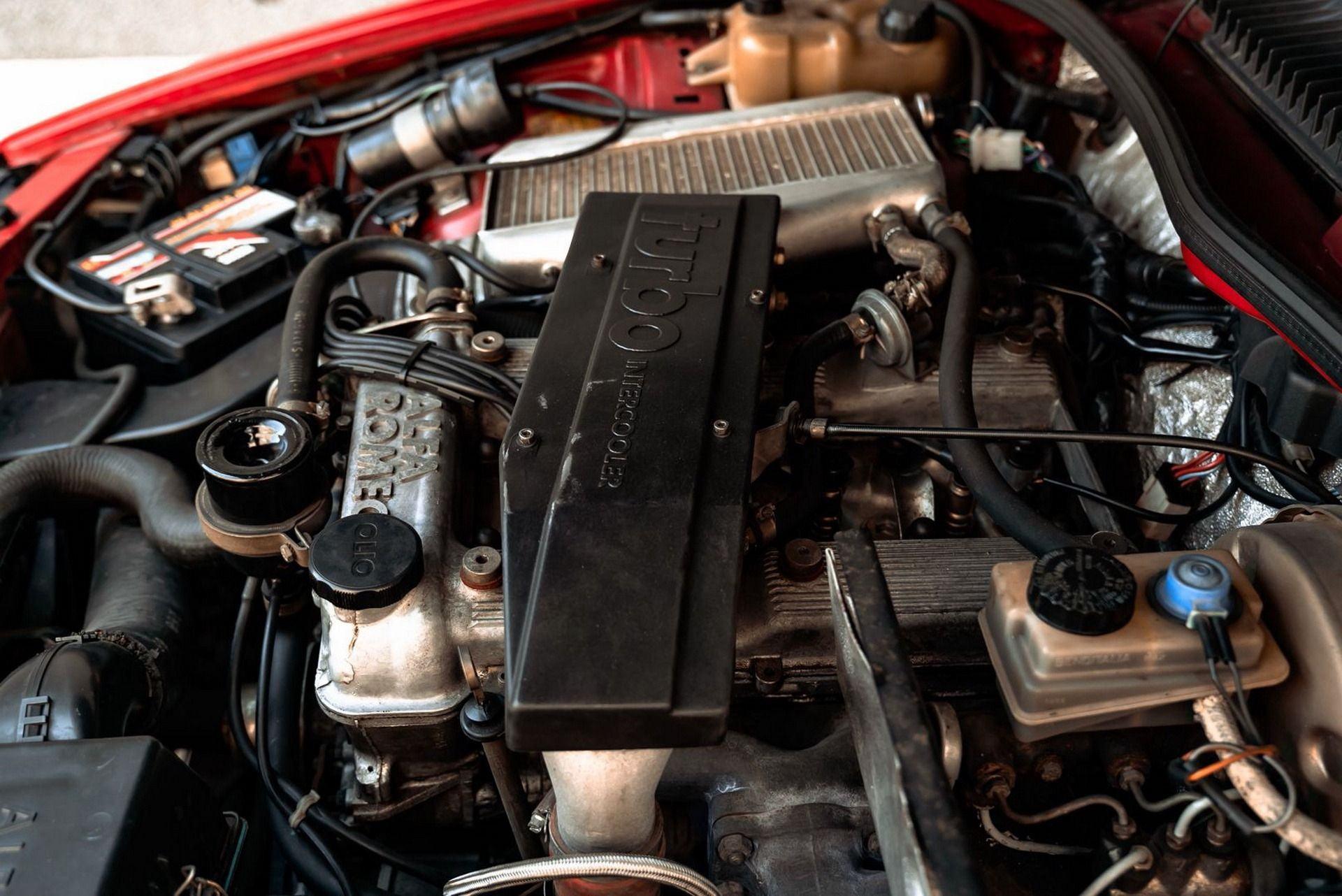1987_Alfa_Romeo_75_Turbo_Evoluzione_sale-0005