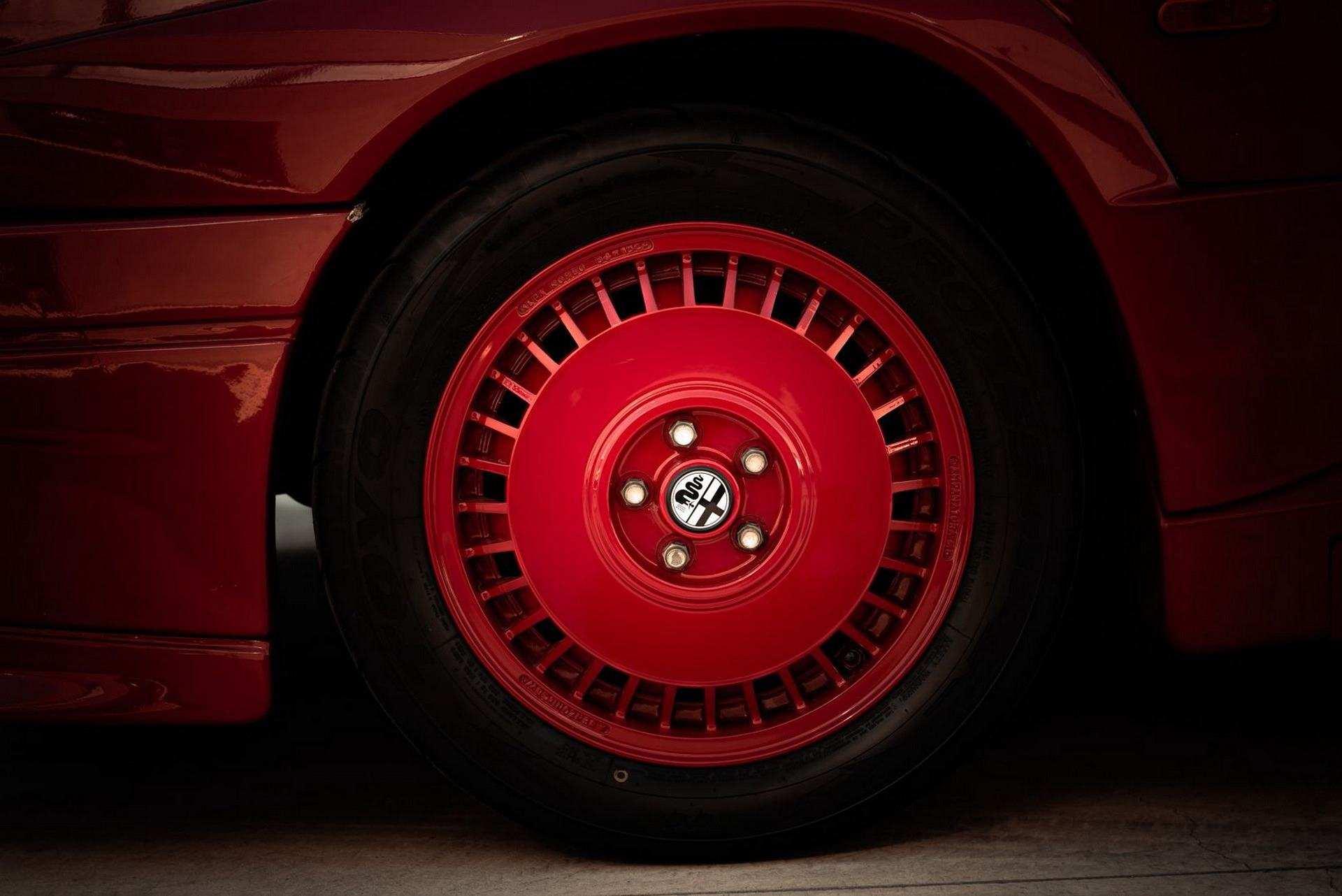 1987_Alfa_Romeo_75_Turbo_Evoluzione_sale-0009
