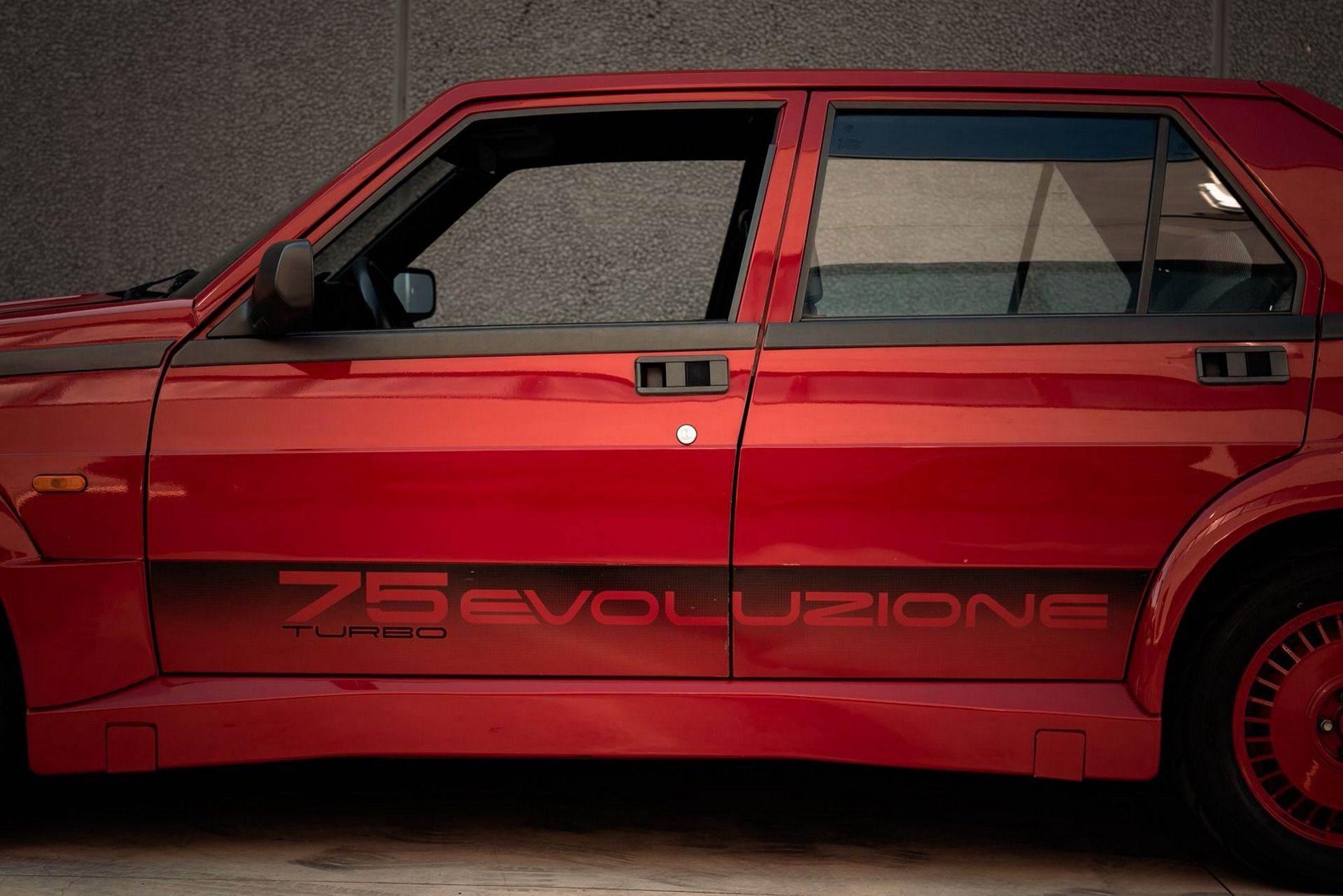 1987_Alfa_Romeo_75_Turbo_Evoluzione_sale-0011