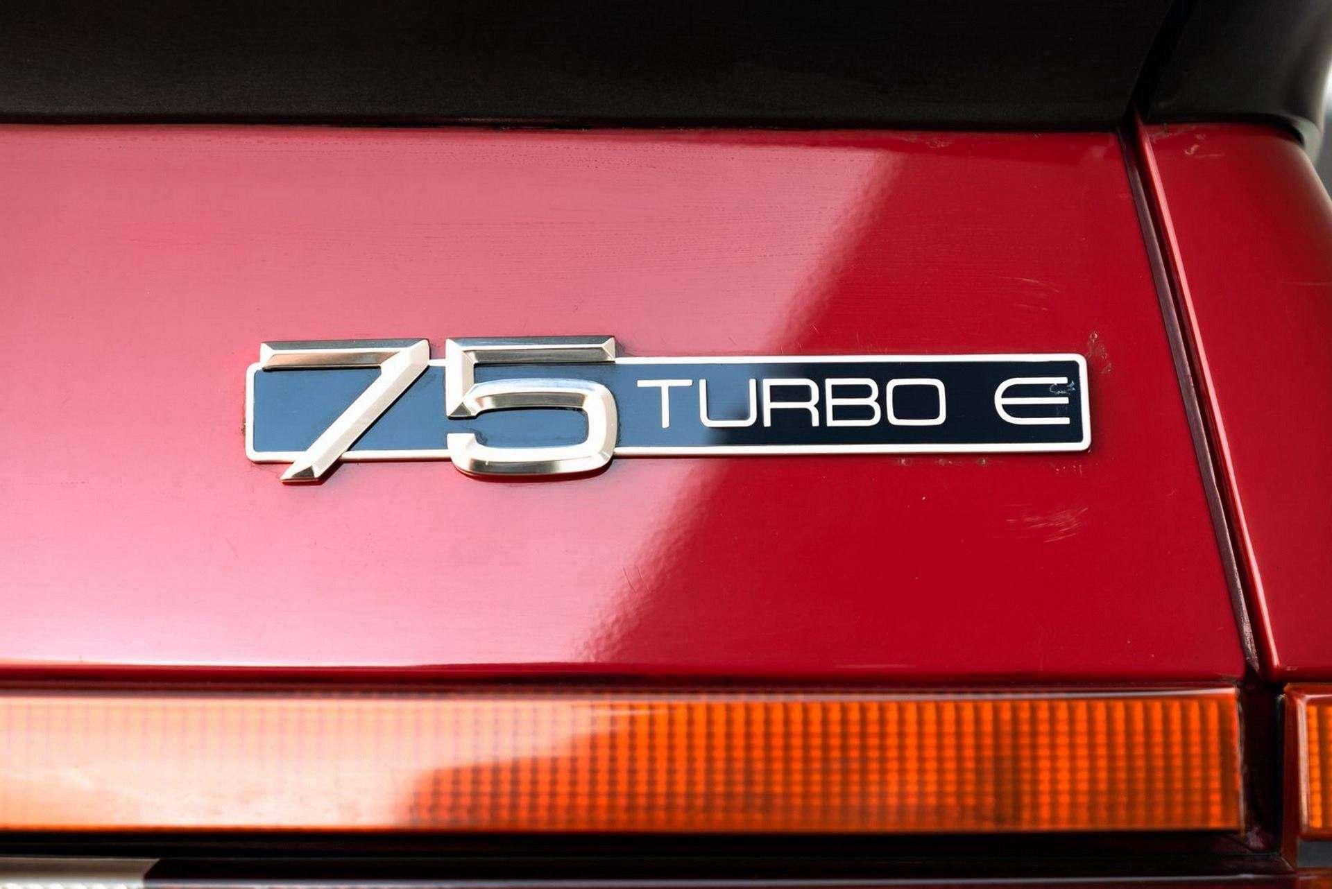 1987_Alfa_Romeo_75_Turbo_Evoluzione_sale-0015
