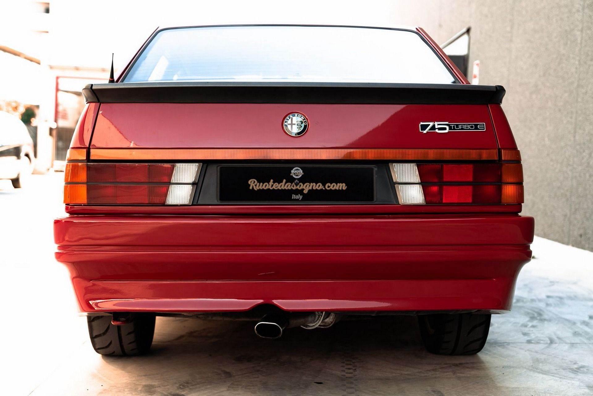 1987_Alfa_Romeo_75_Turbo_Evoluzione_sale-0017
