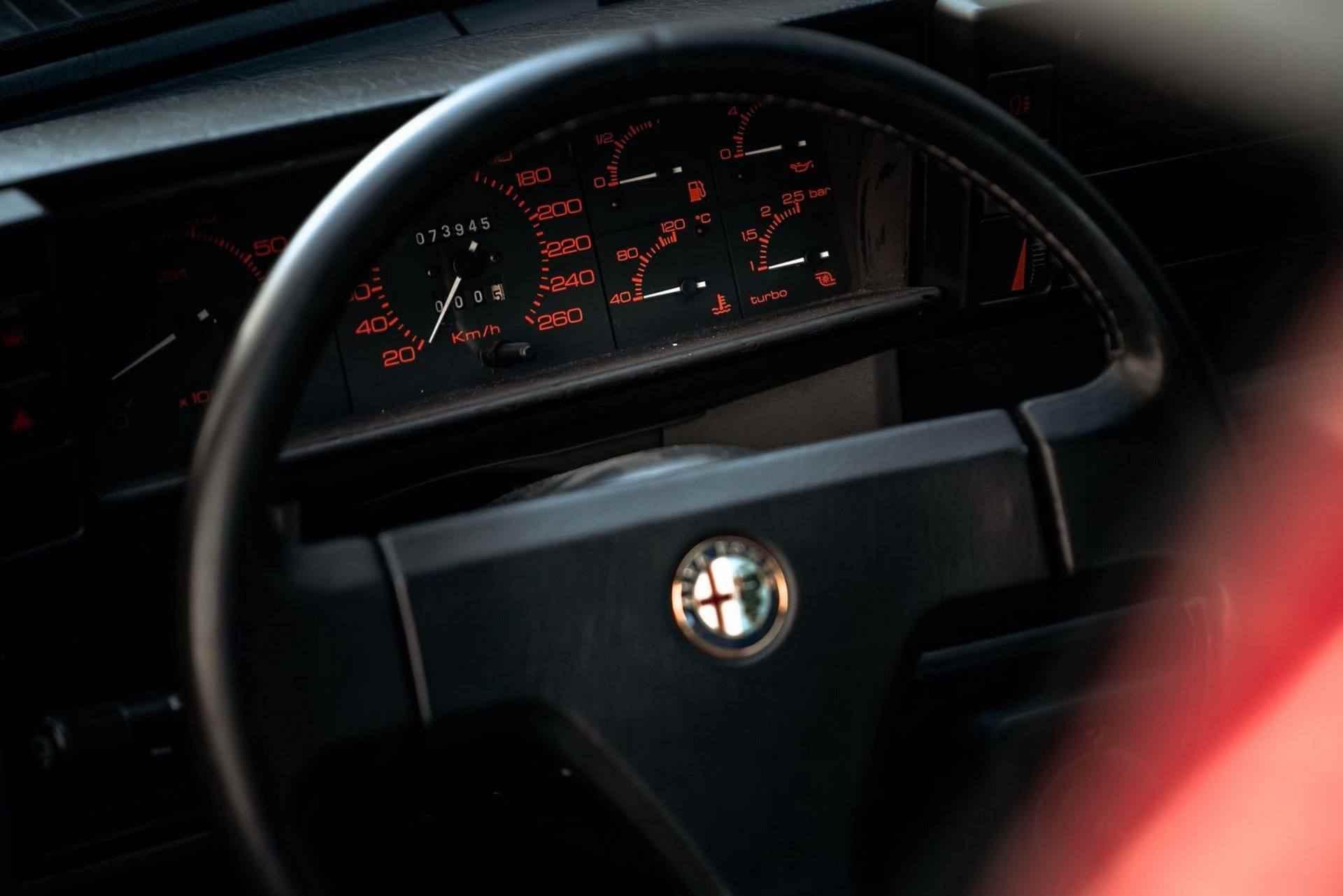 1987_Alfa_Romeo_75_Turbo_Evoluzione_sale-0022