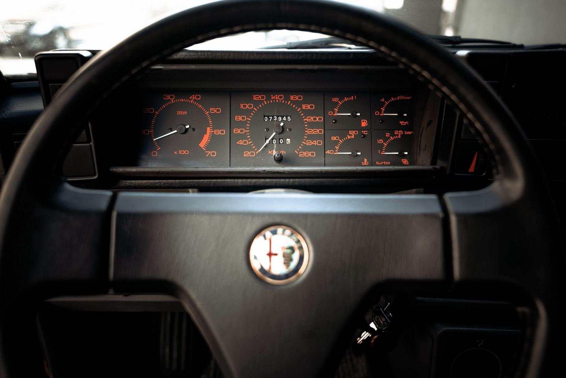 1987_Alfa_Romeo_75_Turbo_Evoluzione_sale-0029