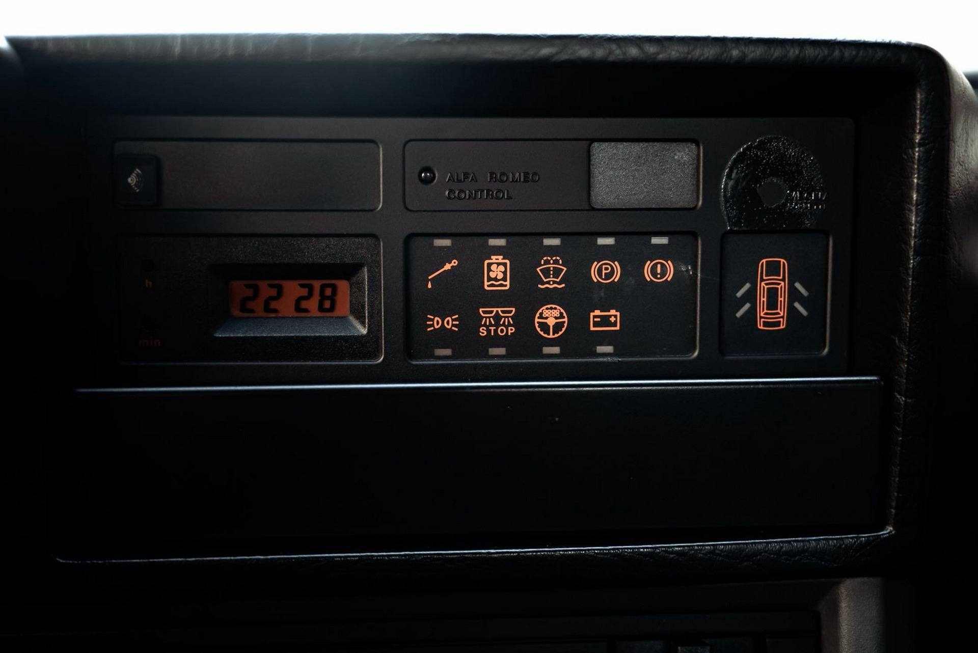 1987_Alfa_Romeo_75_Turbo_Evoluzione_sale-0030