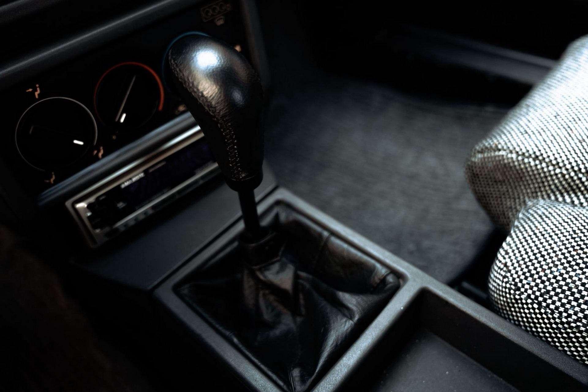 1987_Alfa_Romeo_75_Turbo_Evoluzione_sale-0031