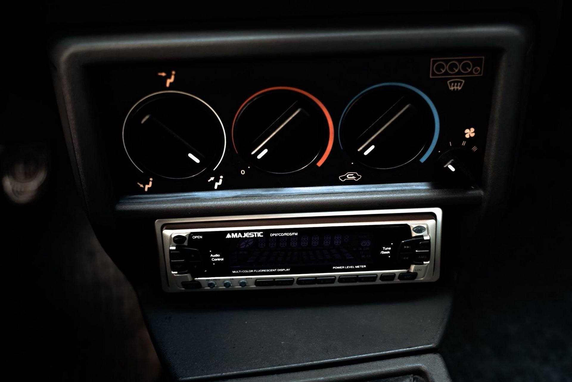 1987_Alfa_Romeo_75_Turbo_Evoluzione_sale-0032