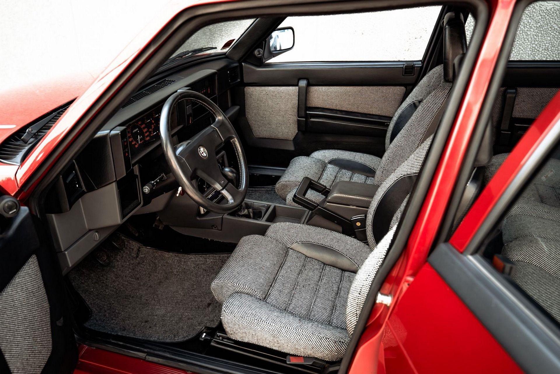 1987_Alfa_Romeo_75_Turbo_Evoluzione_sale-0037