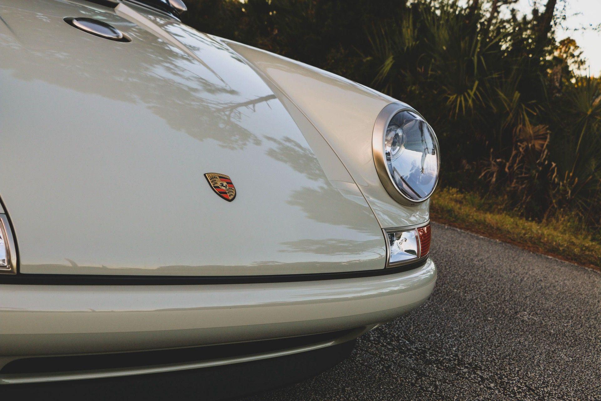 1989_Porsche_911_Reimagined_by_Singer-0004