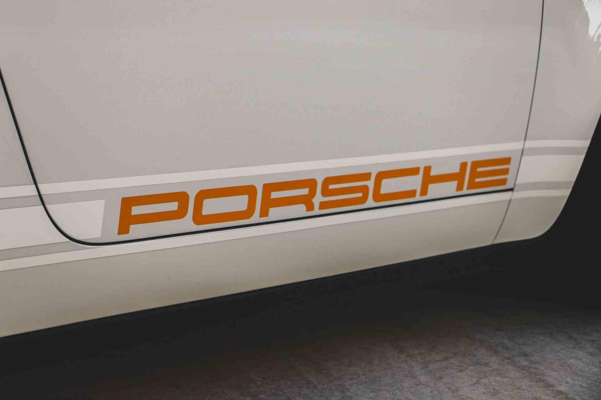 1989_Porsche_911_Reimagined_by_Singer-0012
