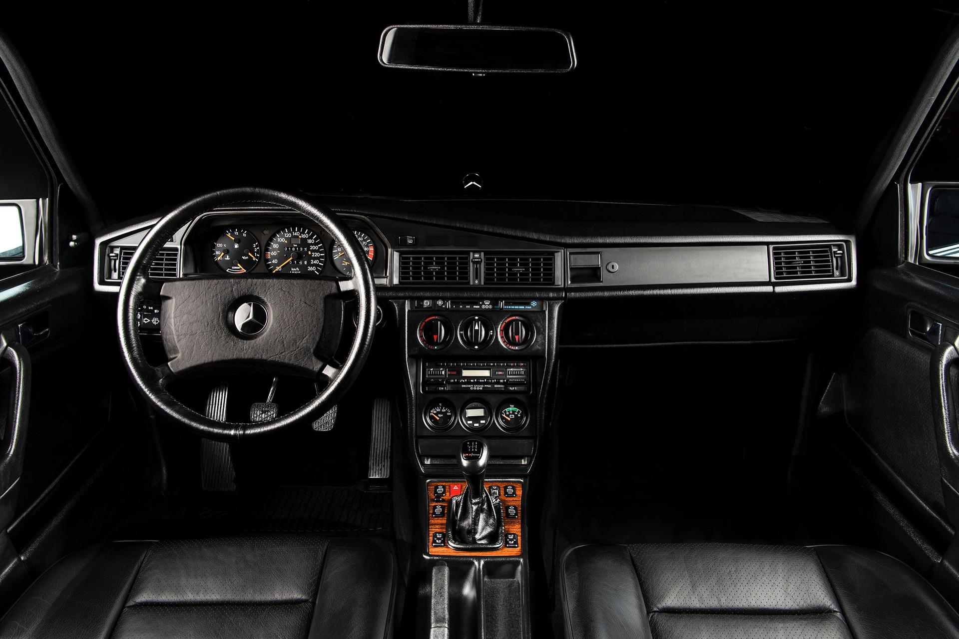 1990_Mercedes_Benz_190E_25-16_Evolution_II_sales_0001
