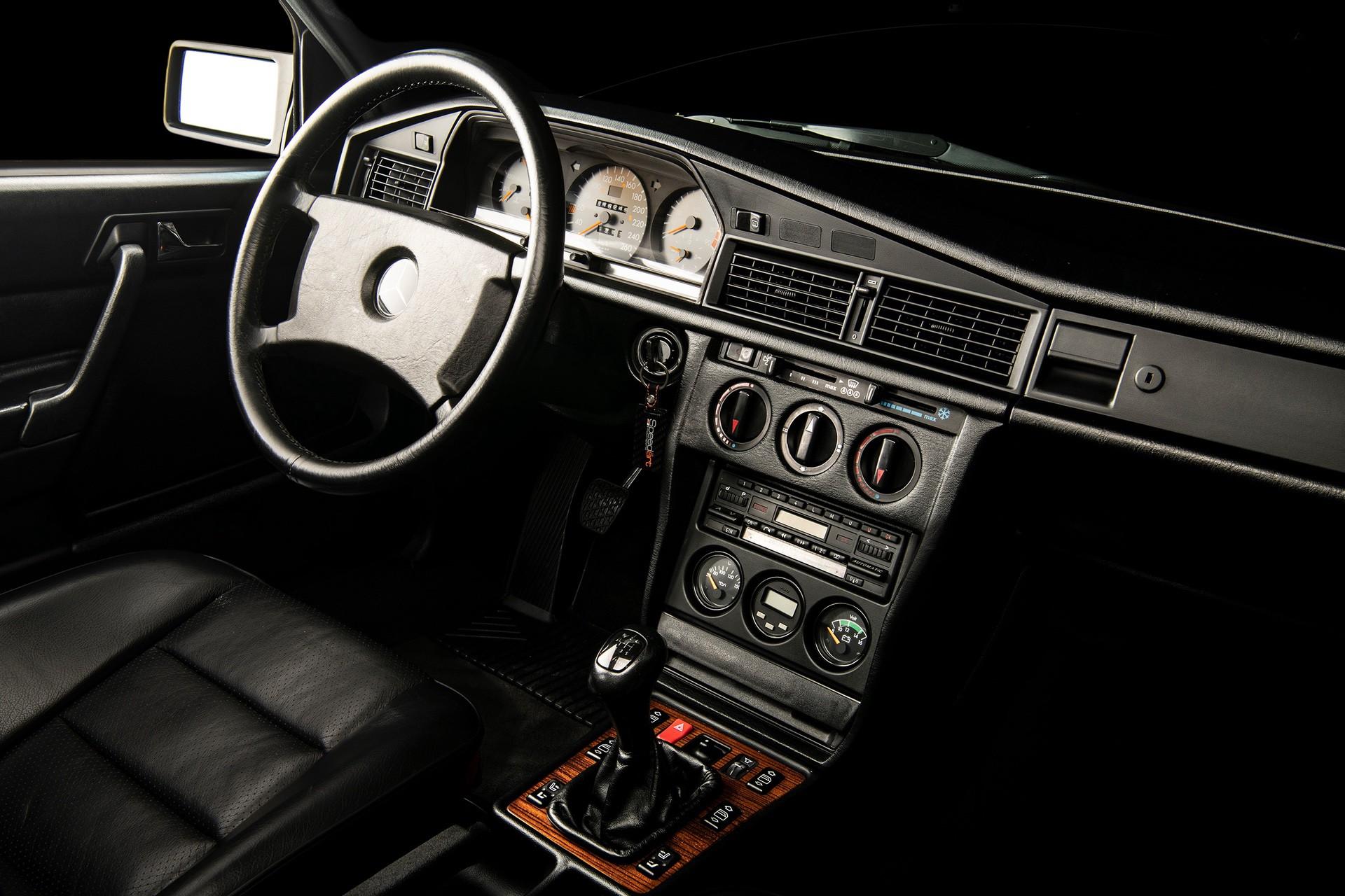 1990_Mercedes_Benz_190E_25-16_Evolution_II_sales_0016