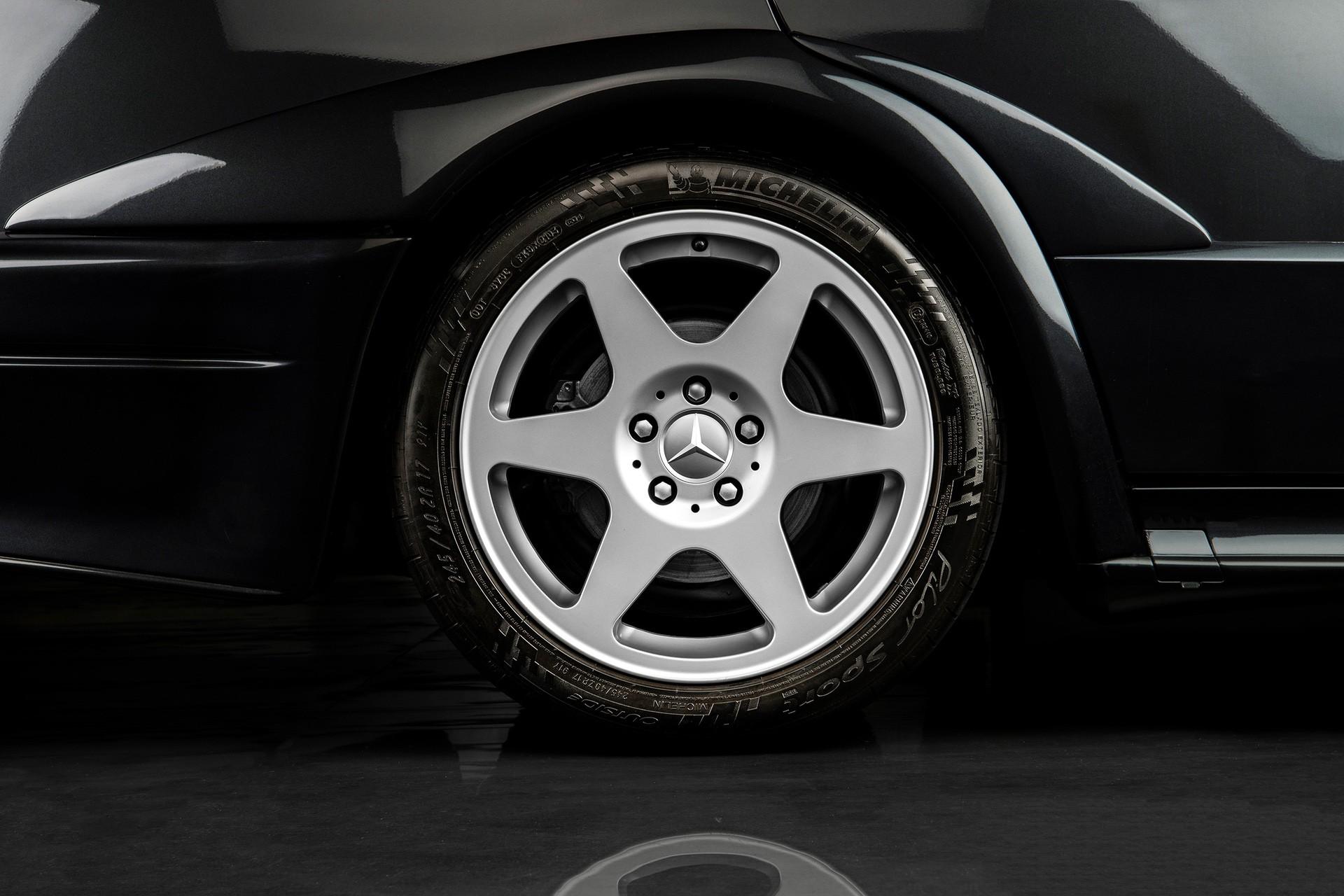 1990_Mercedes_Benz_190E_25-16_Evolution_II_sales_0019