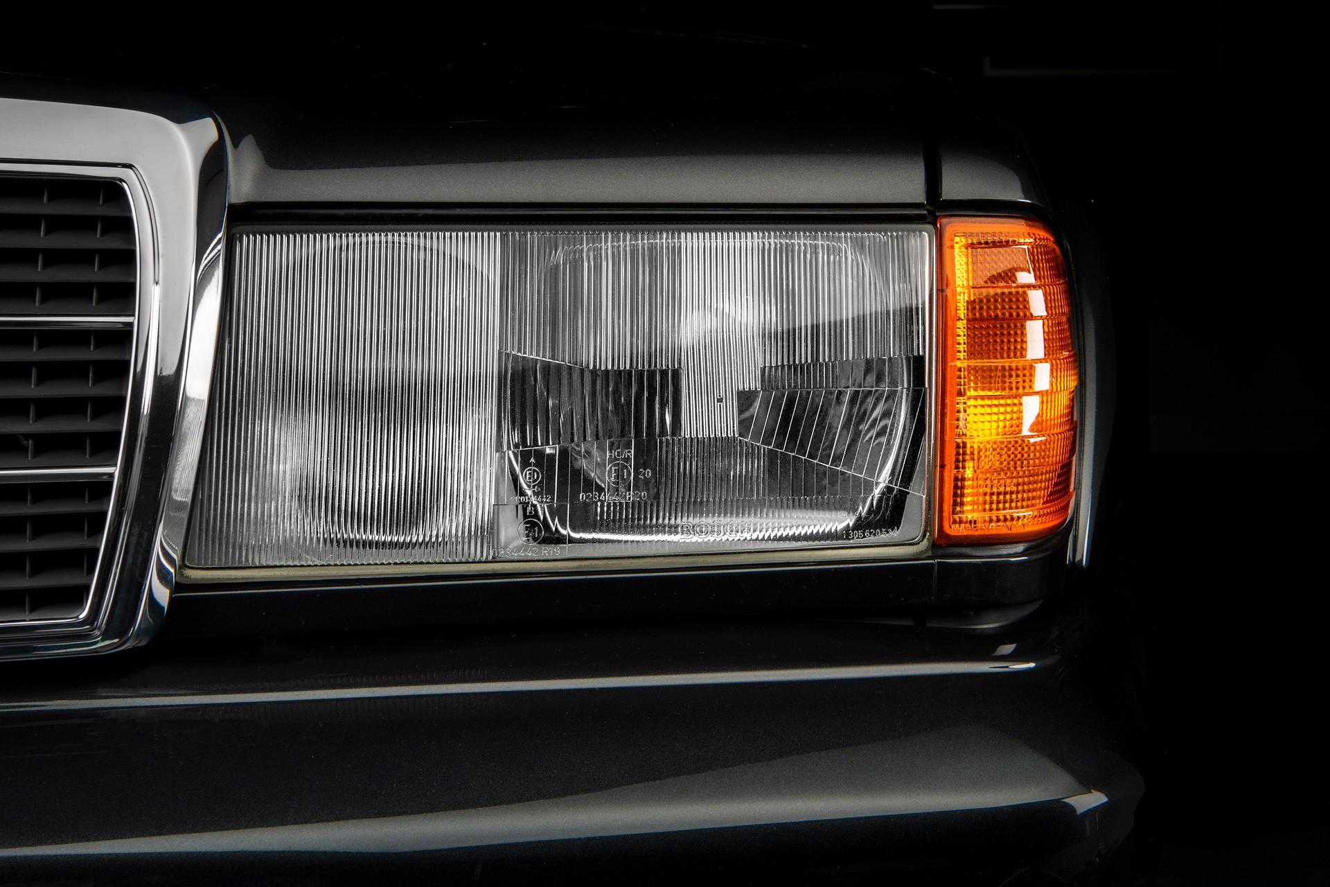 1990_Mercedes_Benz_190E_25-16_Evolution_II_sales_0021