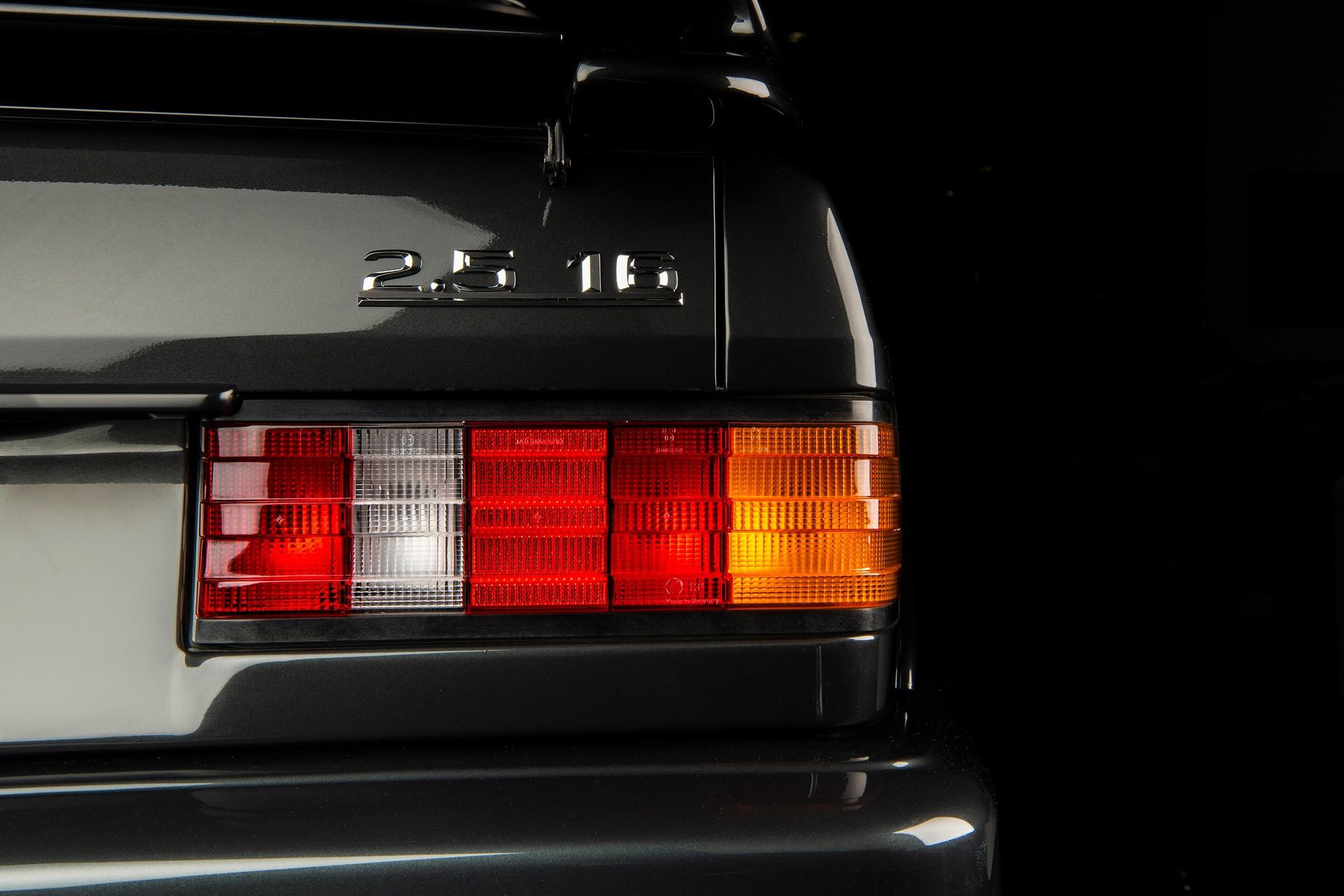 1990_Mercedes_Benz_190E_25-16_Evolution_II_sales_0023
