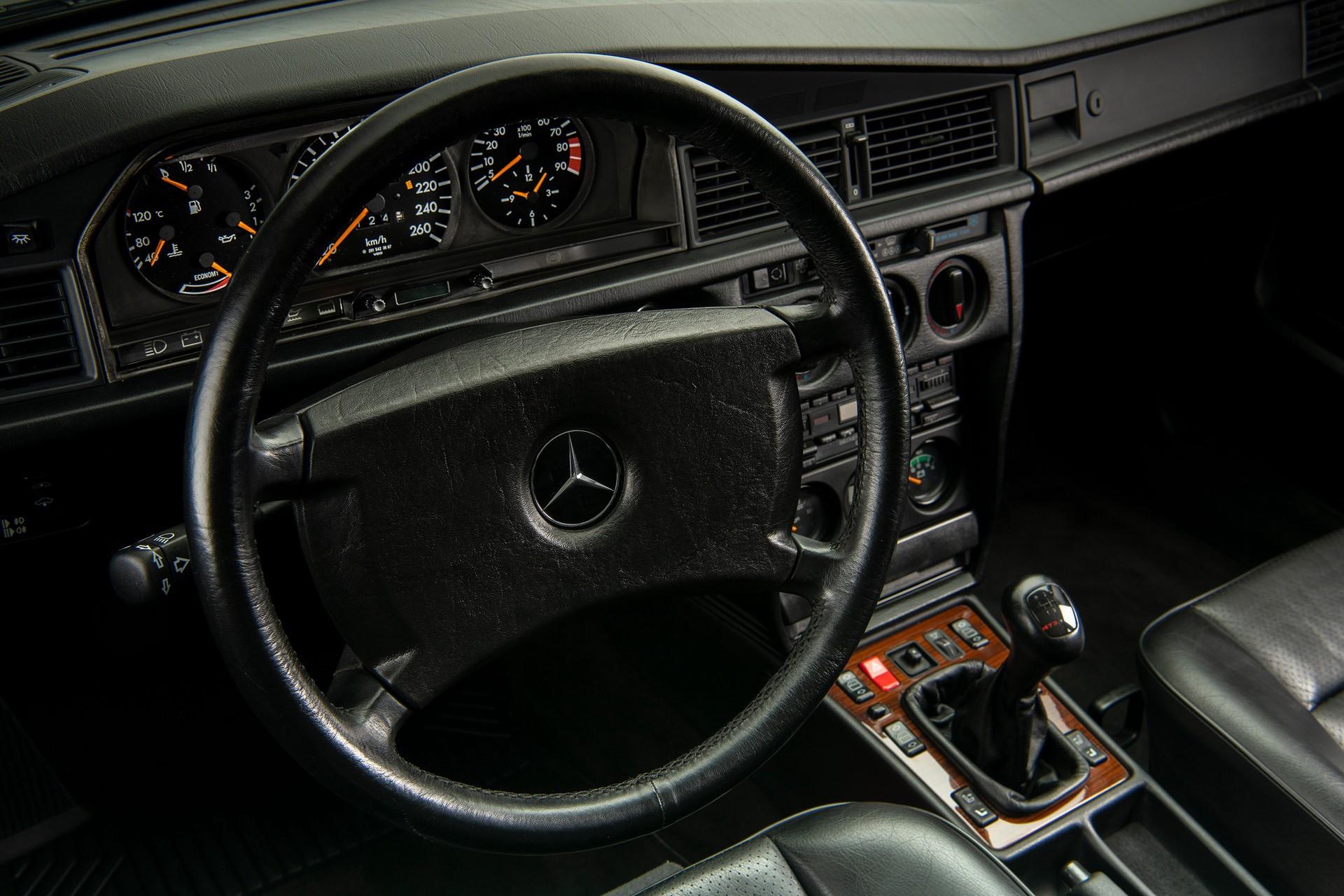 1990_Mercedes_Benz_190E_25-16_Evolution_II_sales_0024