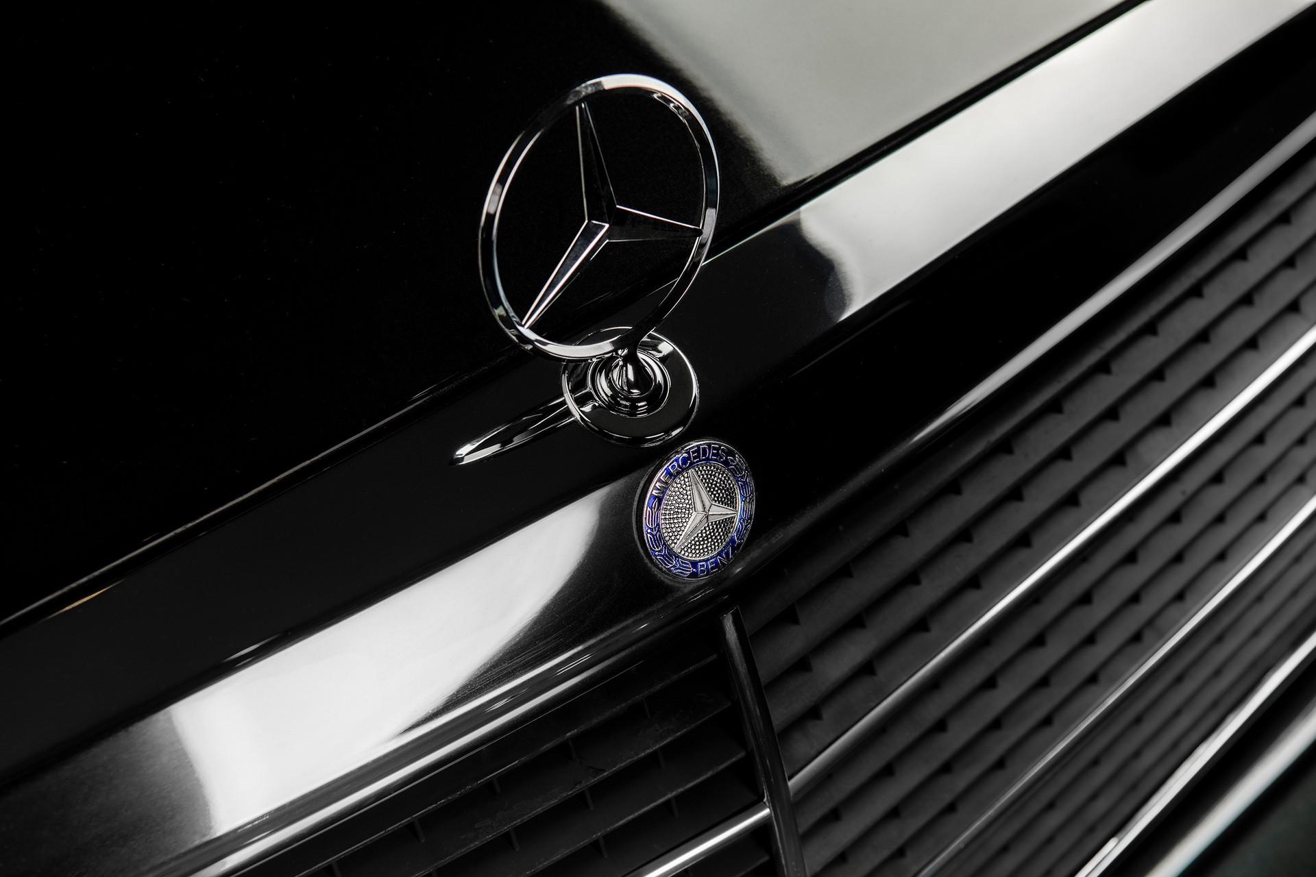 1990_Mercedes_Benz_190E_25-16_Evolution_II_sales_0025