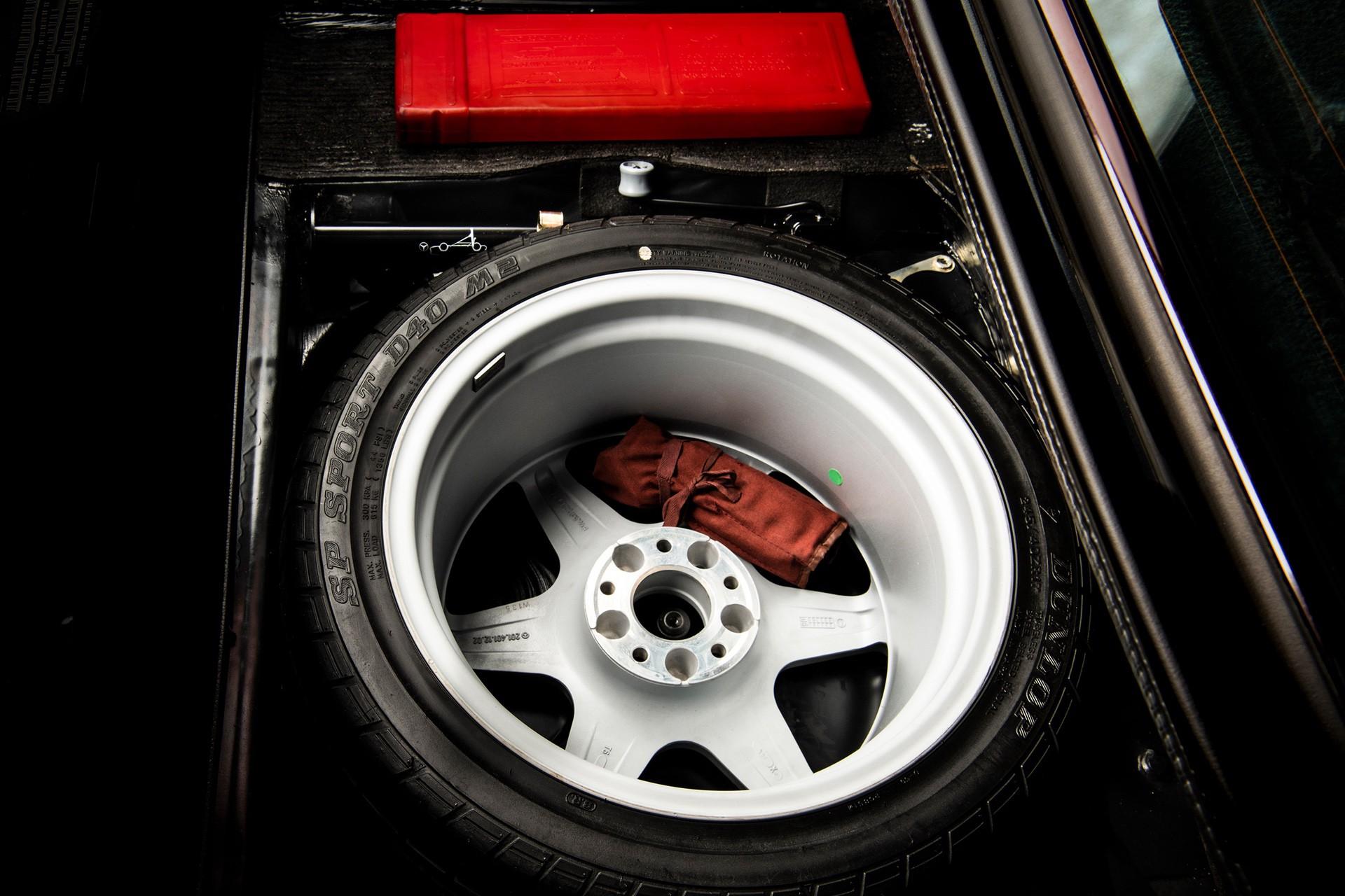 1990_Mercedes_Benz_190E_25-16_Evolution_II_sales_0037