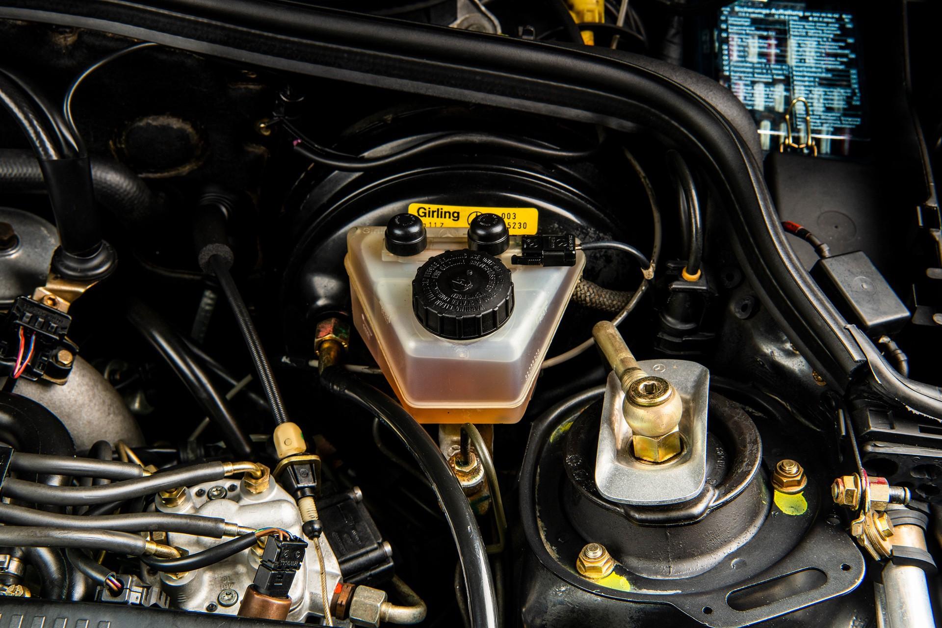 1990_Mercedes_Benz_190E_25-16_Evolution_II_sales_0040