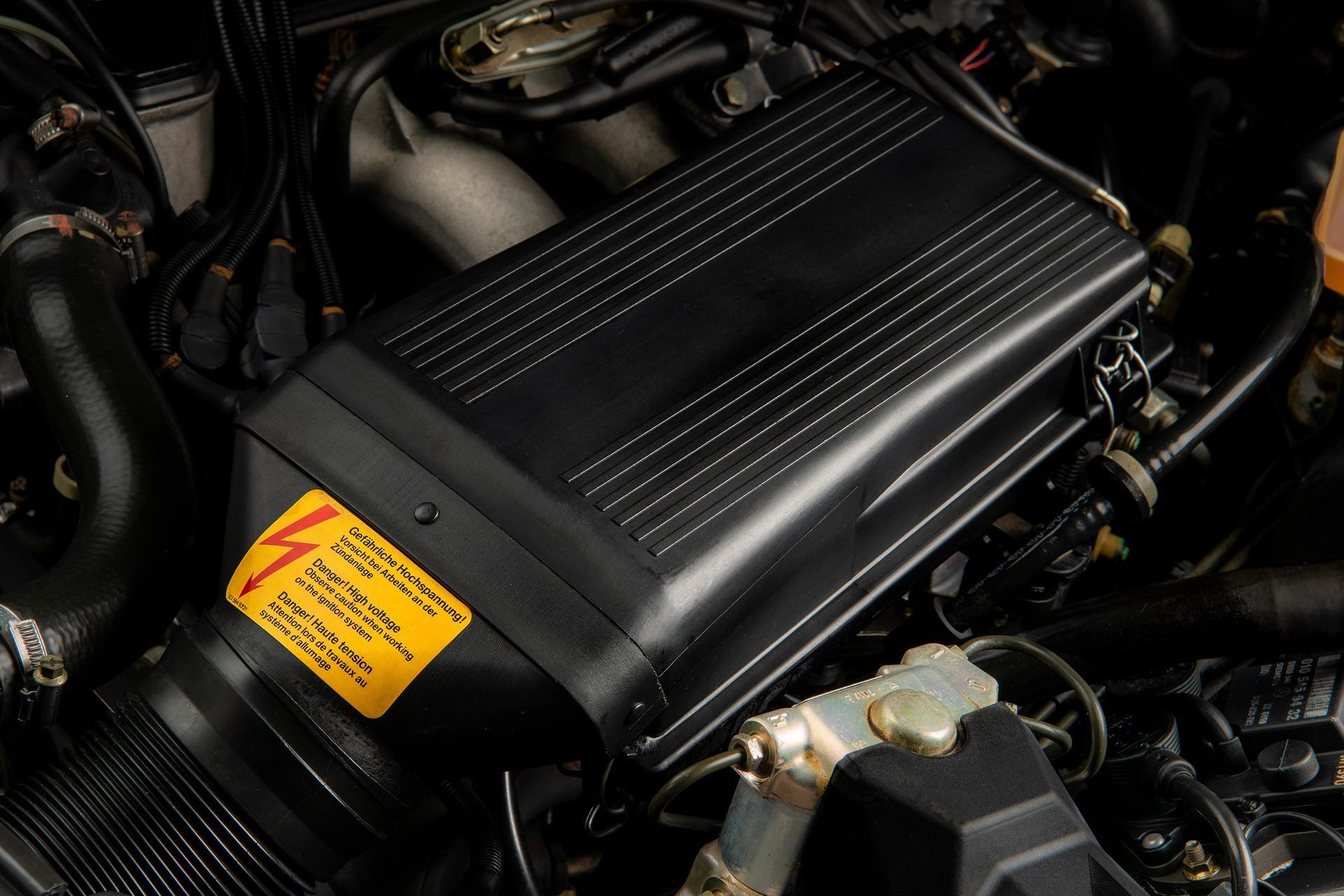 1990_Mercedes_Benz_190E_25-16_Evolution_II_sales_0042