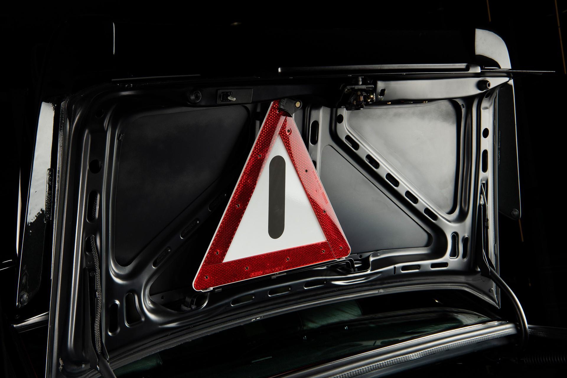 1990_Mercedes_Benz_190E_25-16_Evolution_II_sales_0045