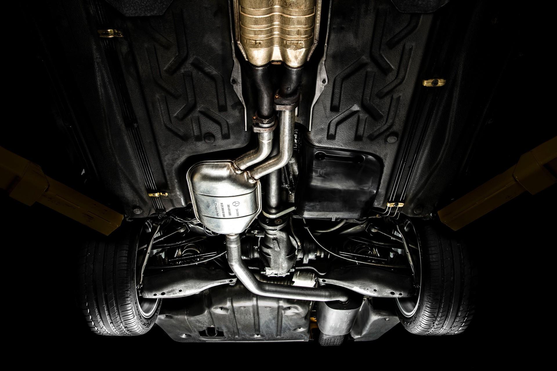 1990_Mercedes_Benz_190E_25-16_Evolution_II_sales_0049