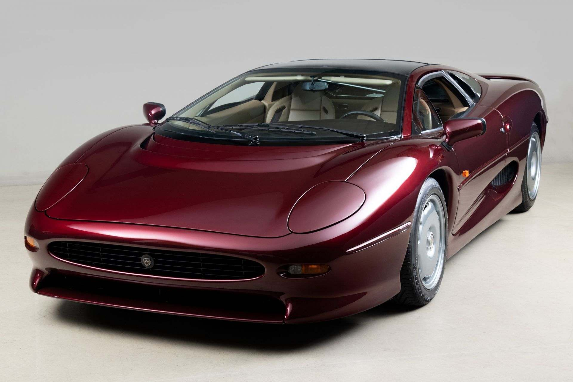 1993_Jaguar_XJ220_sale-0000