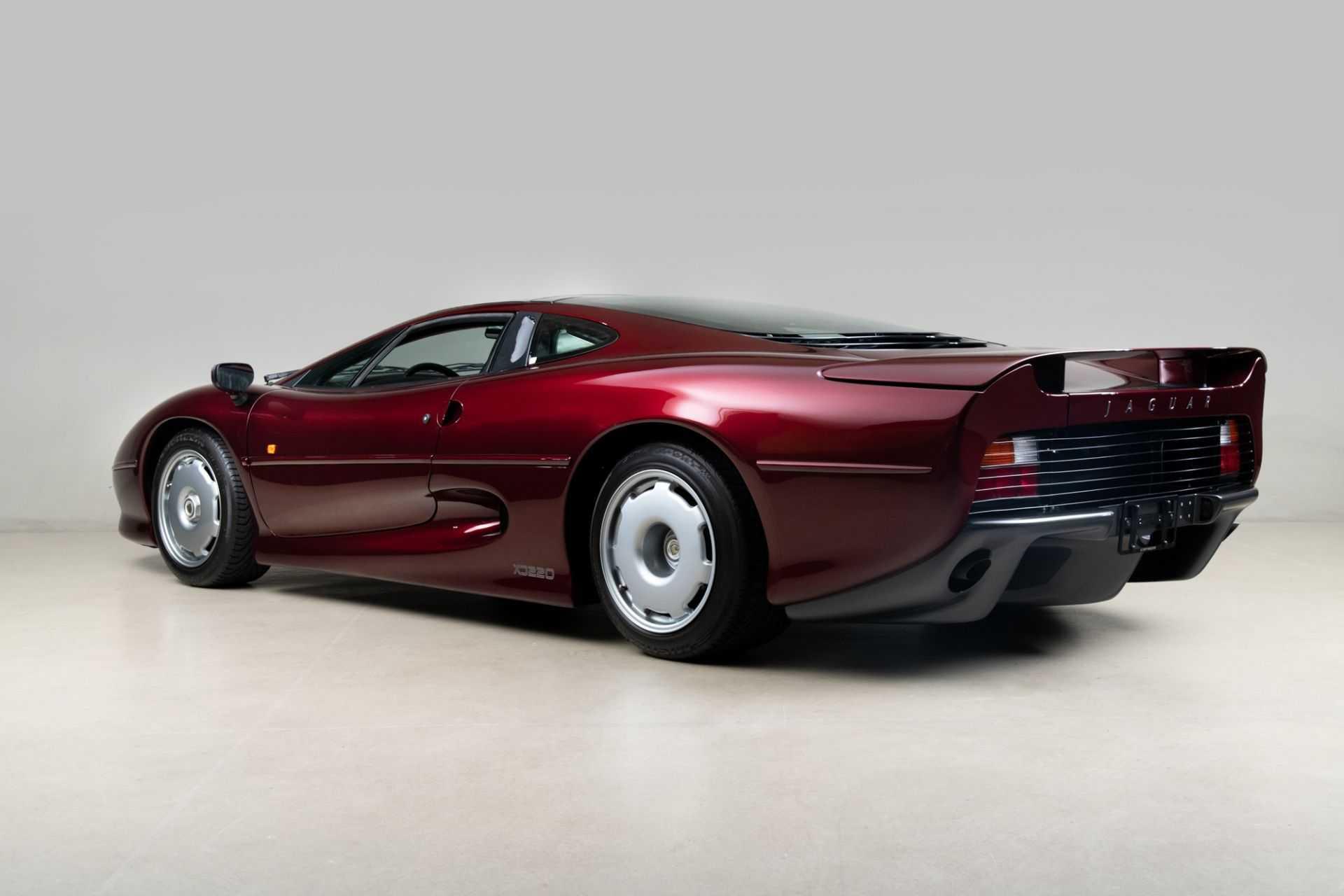 1993_Jaguar_XJ220_sale-0002