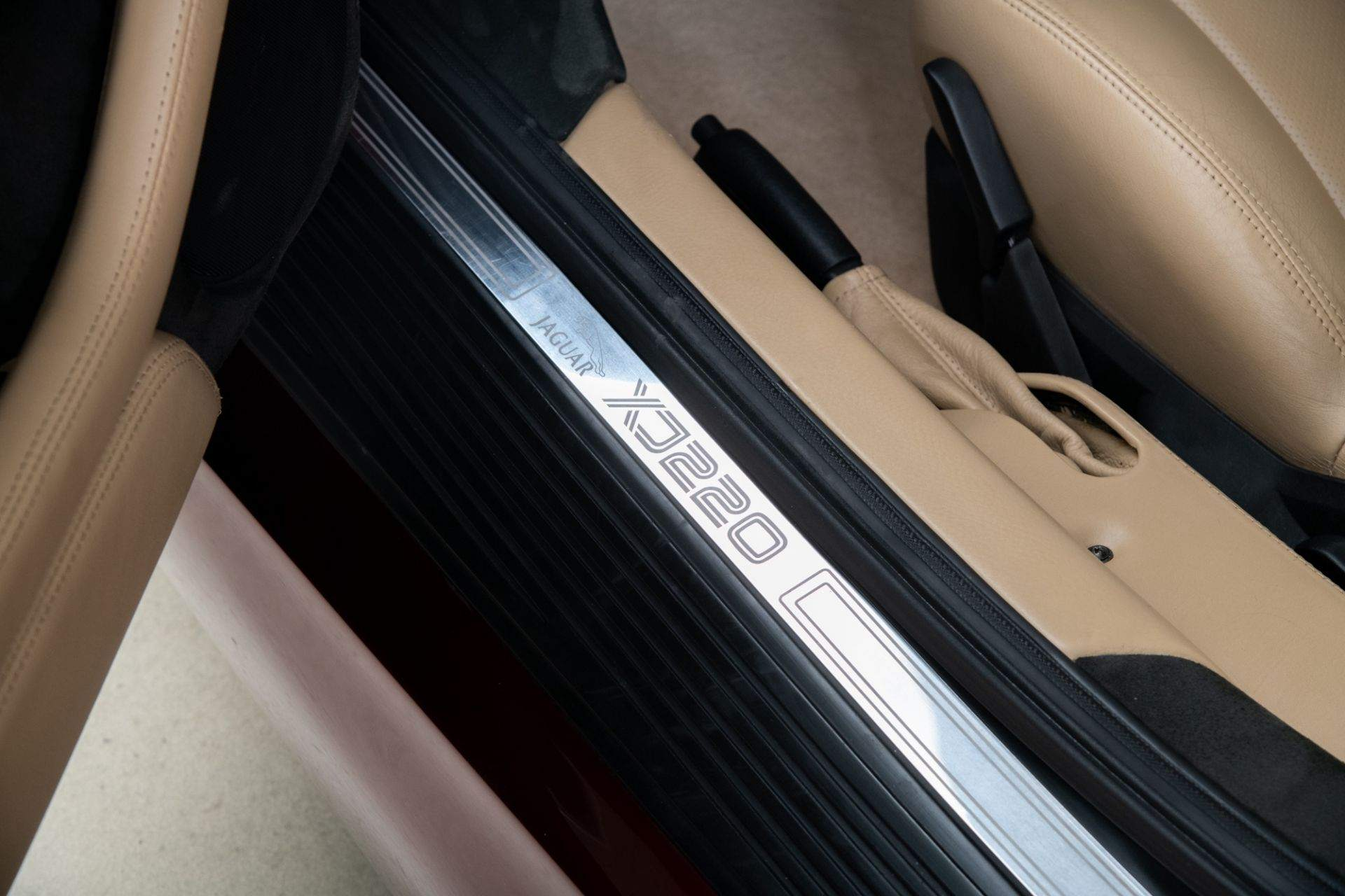 1993_Jaguar_XJ220_sale-0009