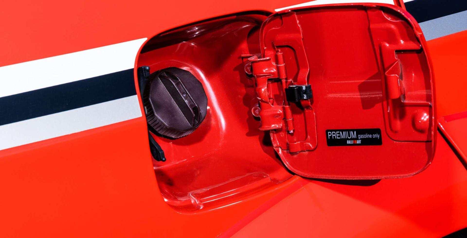 2000_Mitsubishi_Lancer_Evolution_VI_Tommi_Makinen_Edition_sale-0027