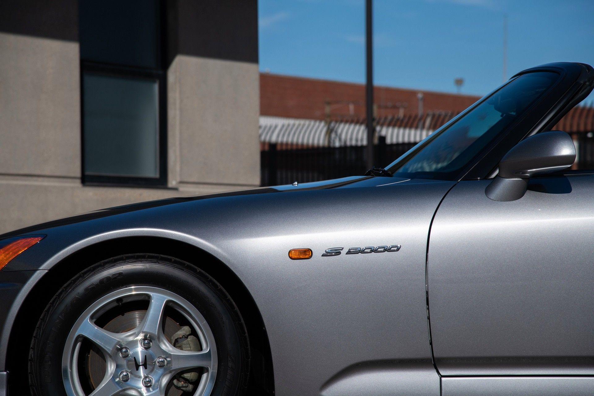 2001-Honda-S2000-0022