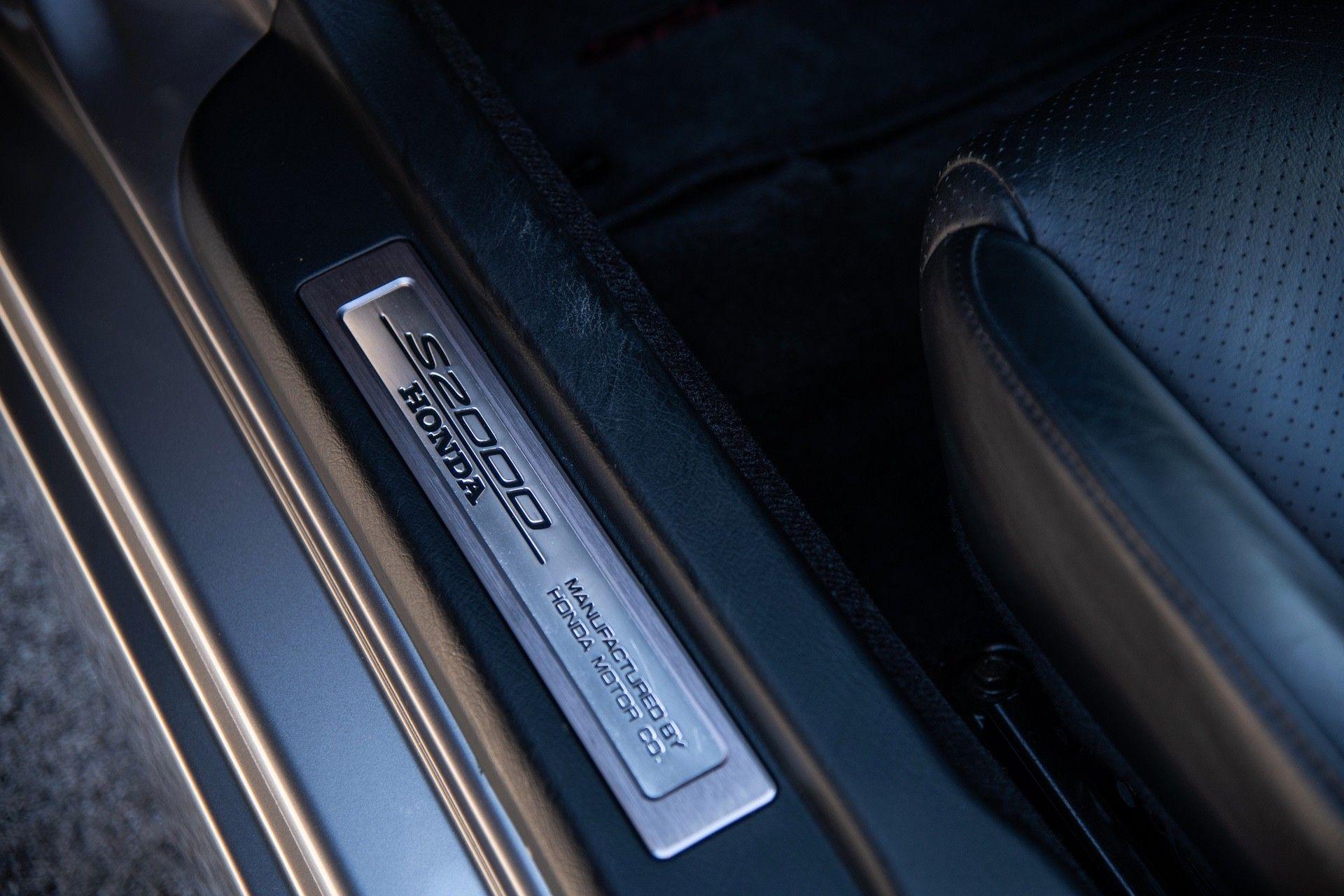 2001-Honda-S2000-0043