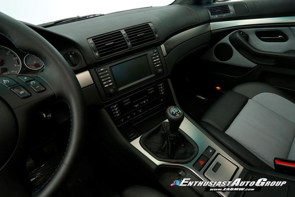 2003-BMW-M5-E39-44