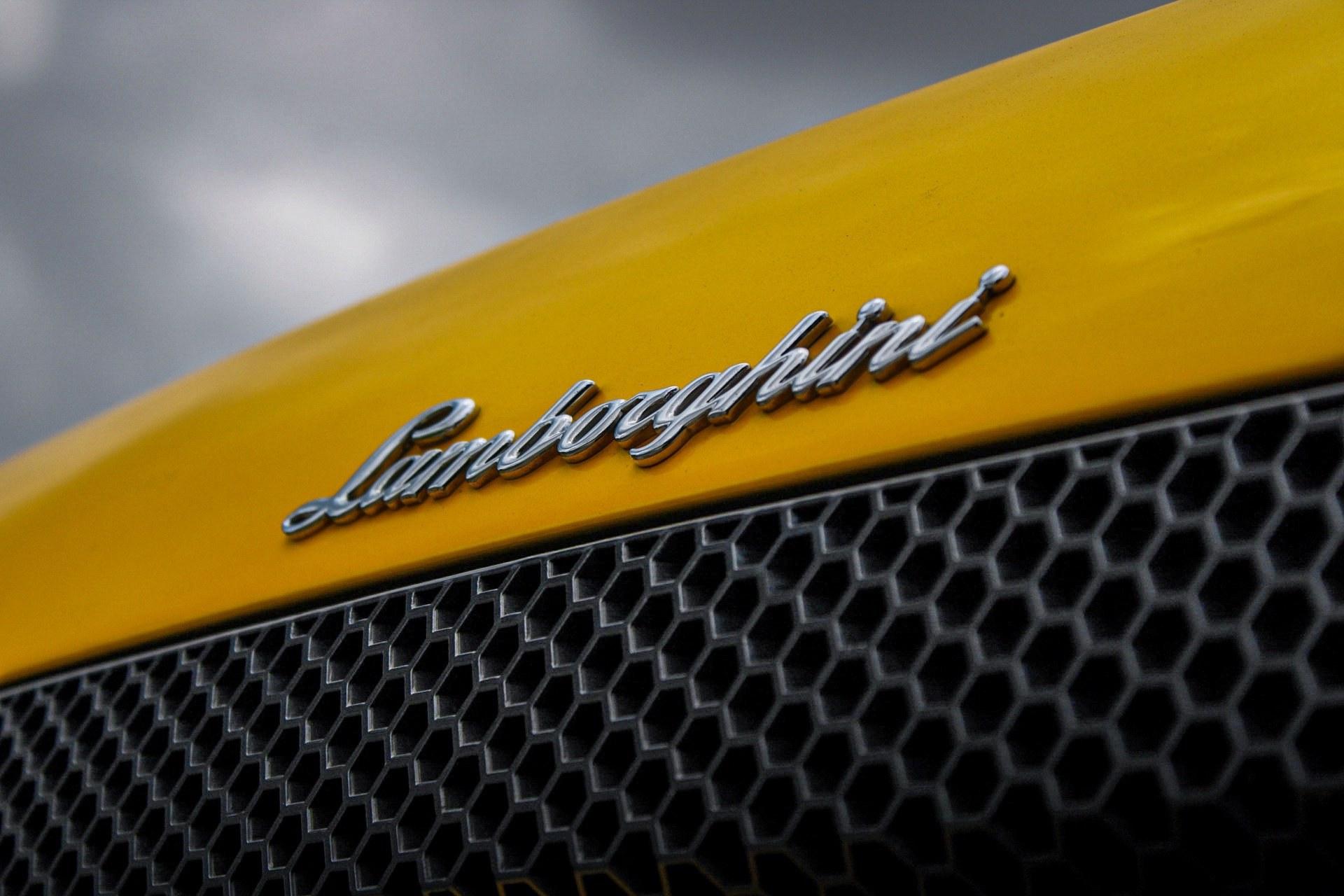 2003_Lamborghini_Murcielago_manual_0007