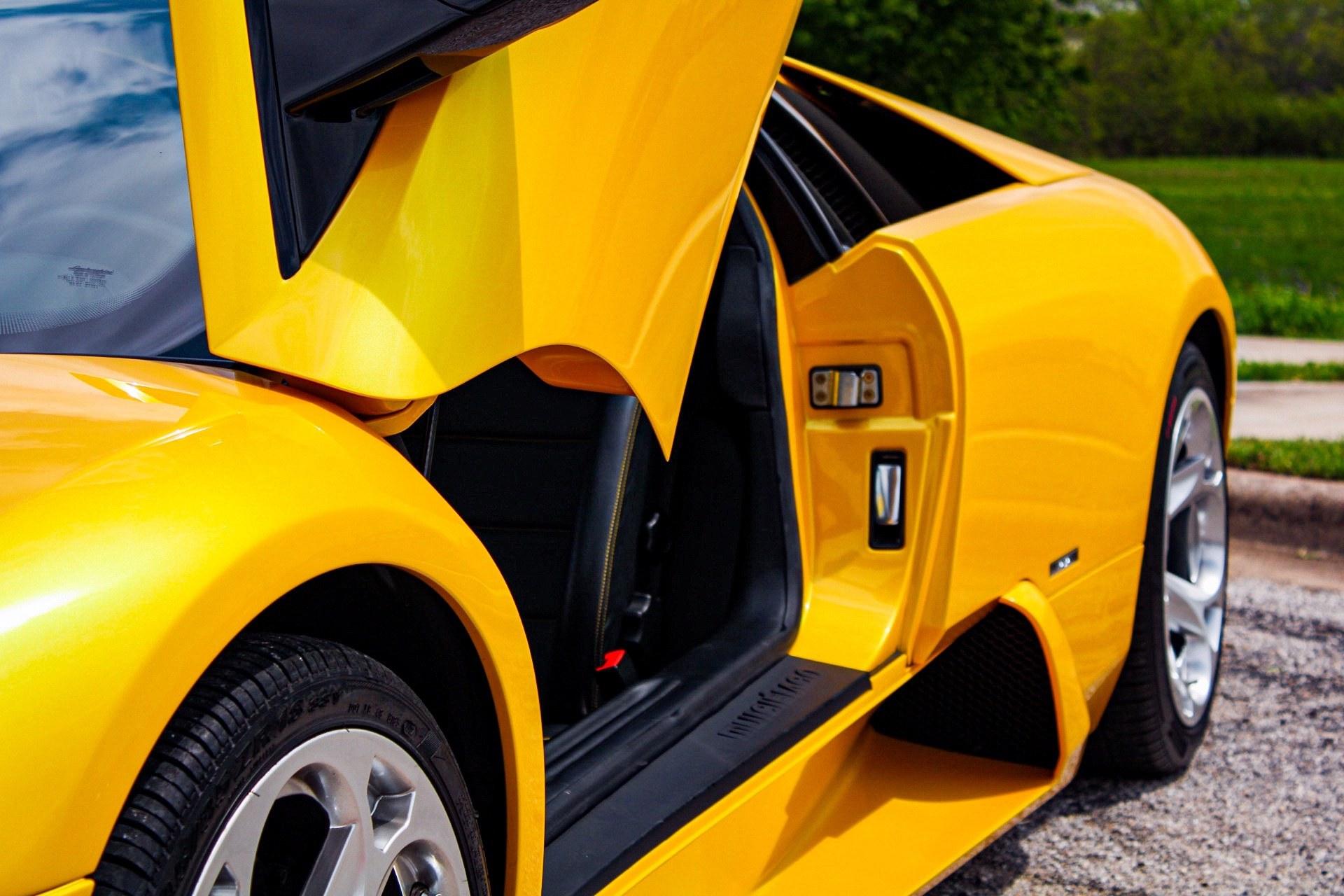 2003_Lamborghini_Murcielago_manual_0012