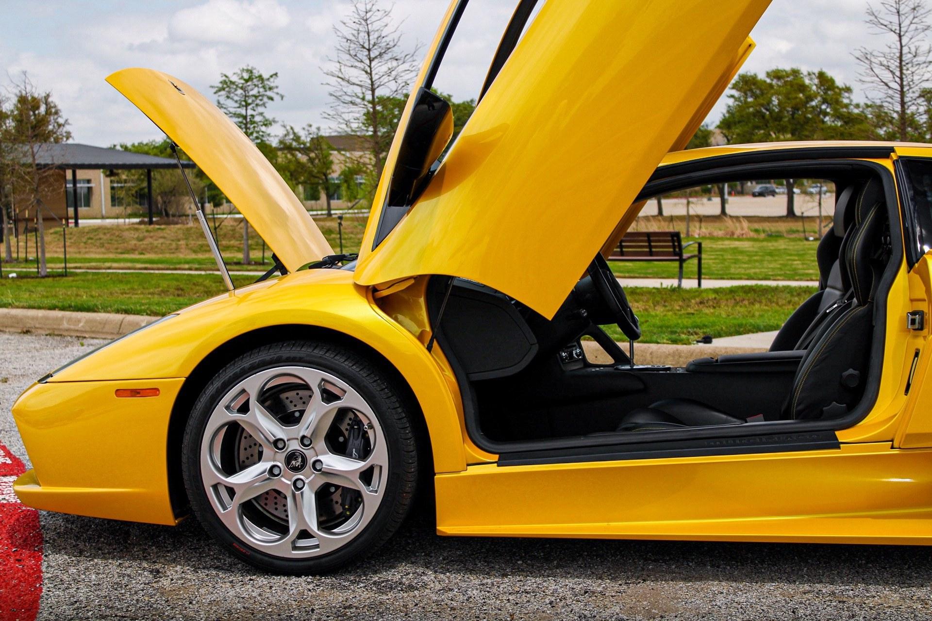2003_Lamborghini_Murcielago_manual_0014