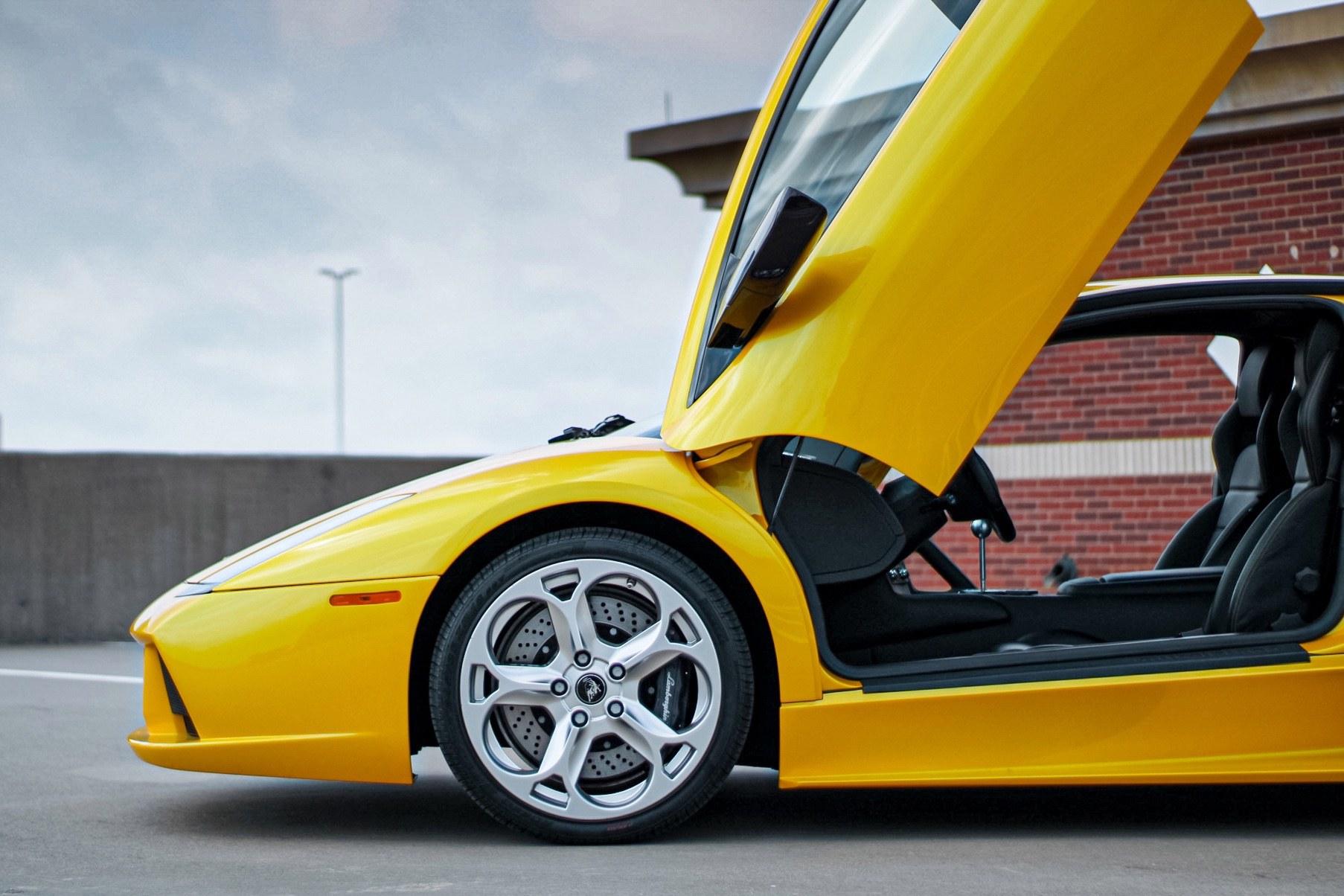 2003_Lamborghini_Murcielago_manual_0028