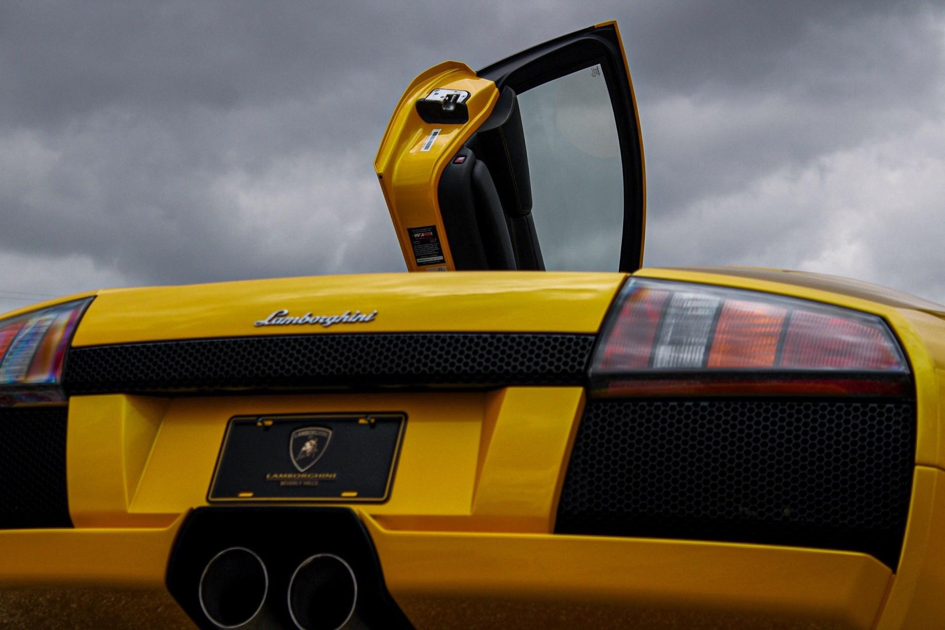 2003_Lamborghini_Murcielago_manual_0035