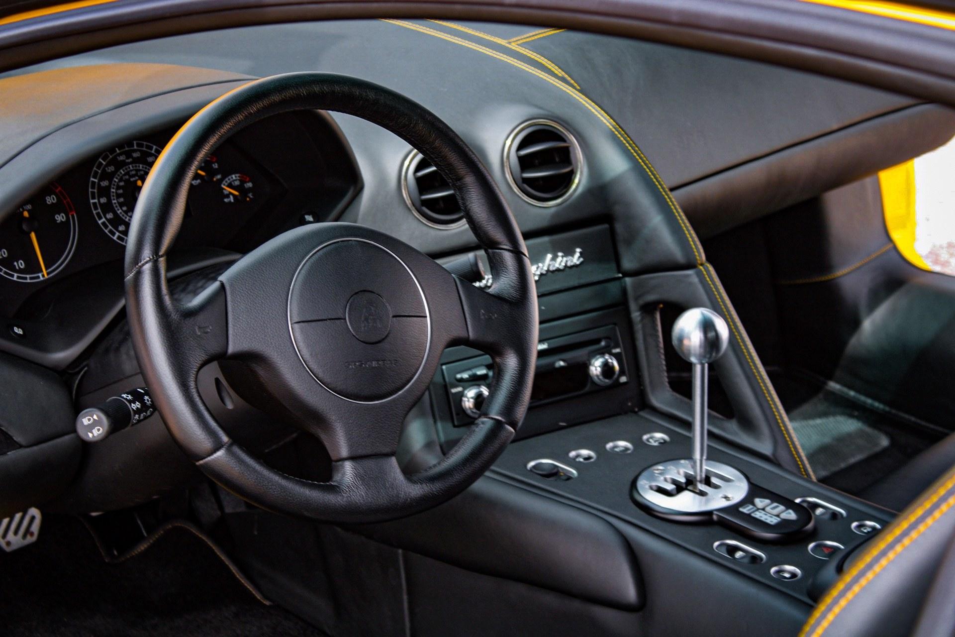 2003_Lamborghini_Murcielago_manual_0040