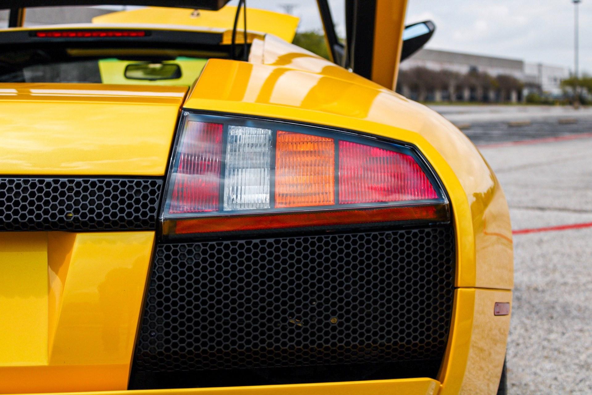 2003_Lamborghini_Murcielago_manual_0042